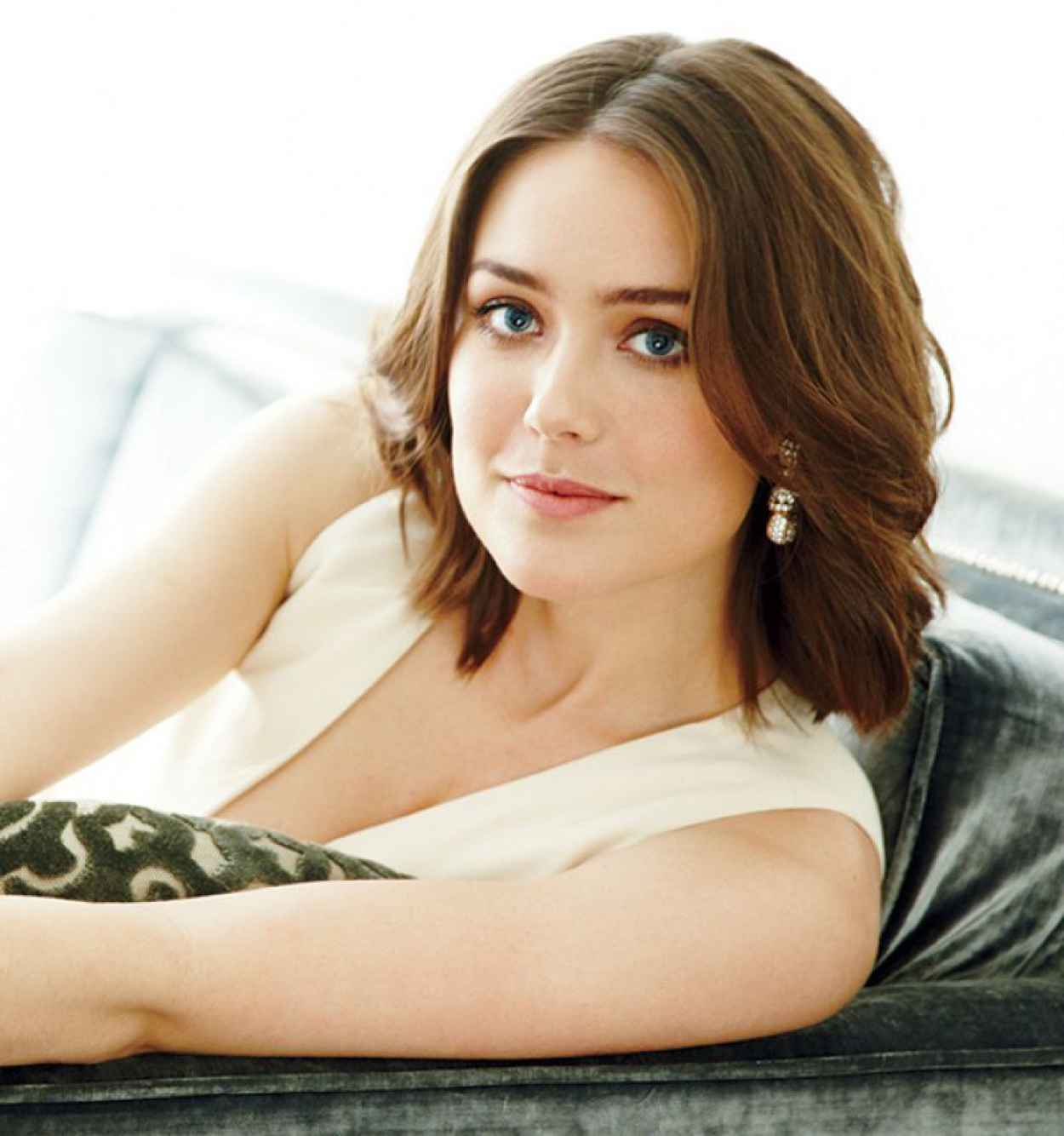 Megan Boone - Capitol File Magazine 2015 Holiday Issue-1