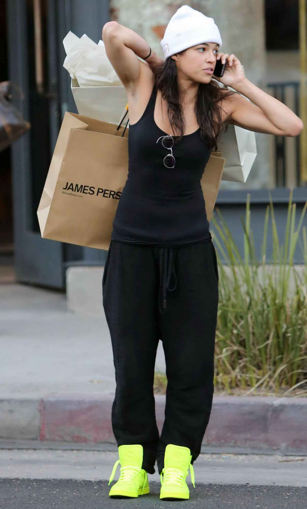 Michelle Rodriguez Street Style - Shopping in Beverly Hills, January 2015-1