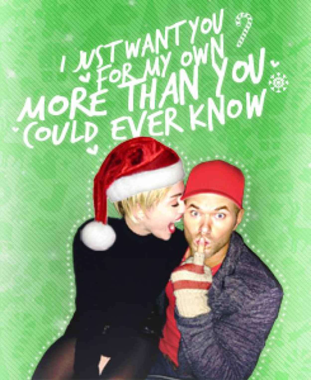 Miley Cyrus - Christmas Photo Booth (2013)-1
