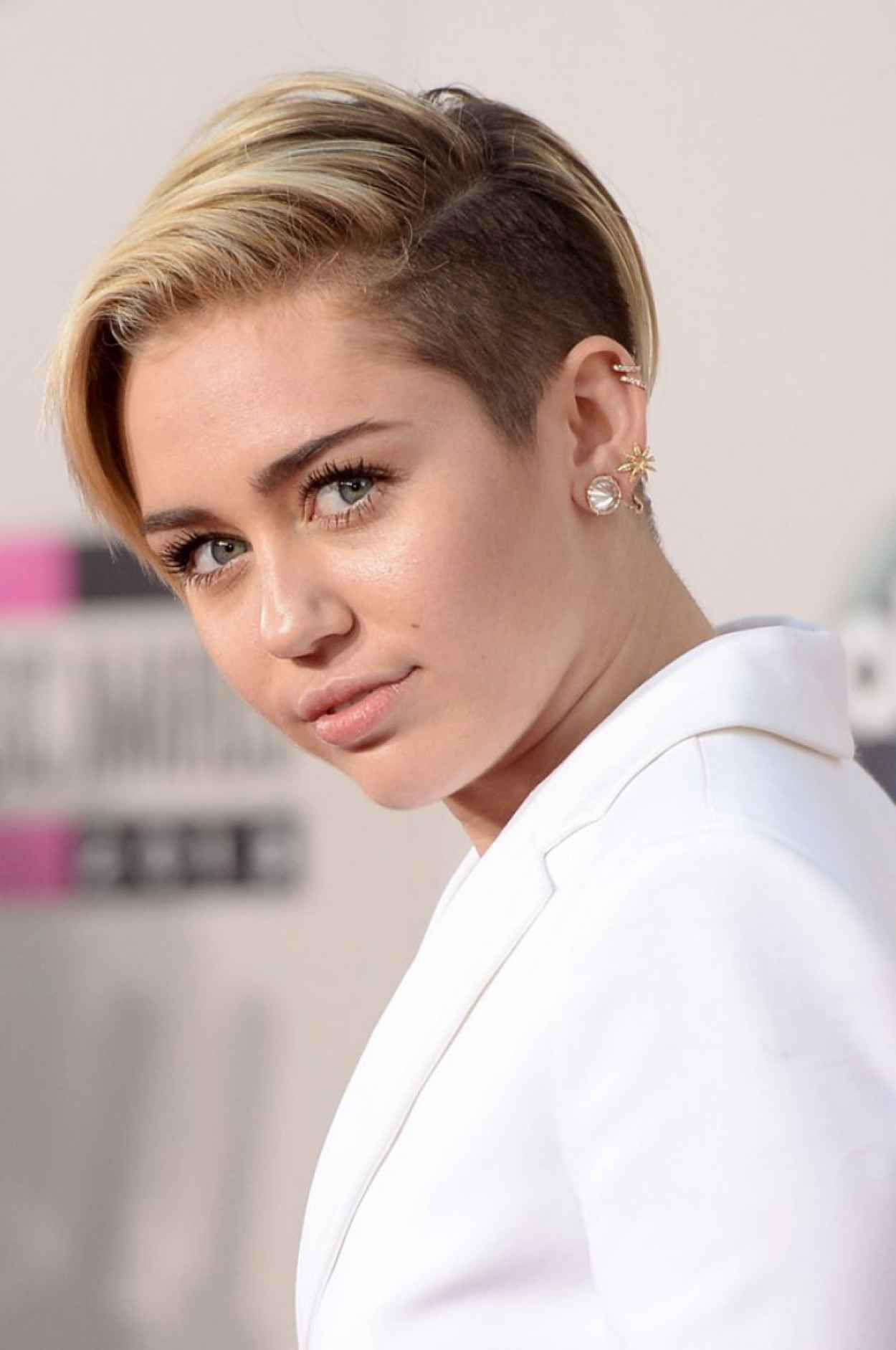 Miley Cyrus Red Carpet Photos - 2015 American Music Awards in Los Angeles-1