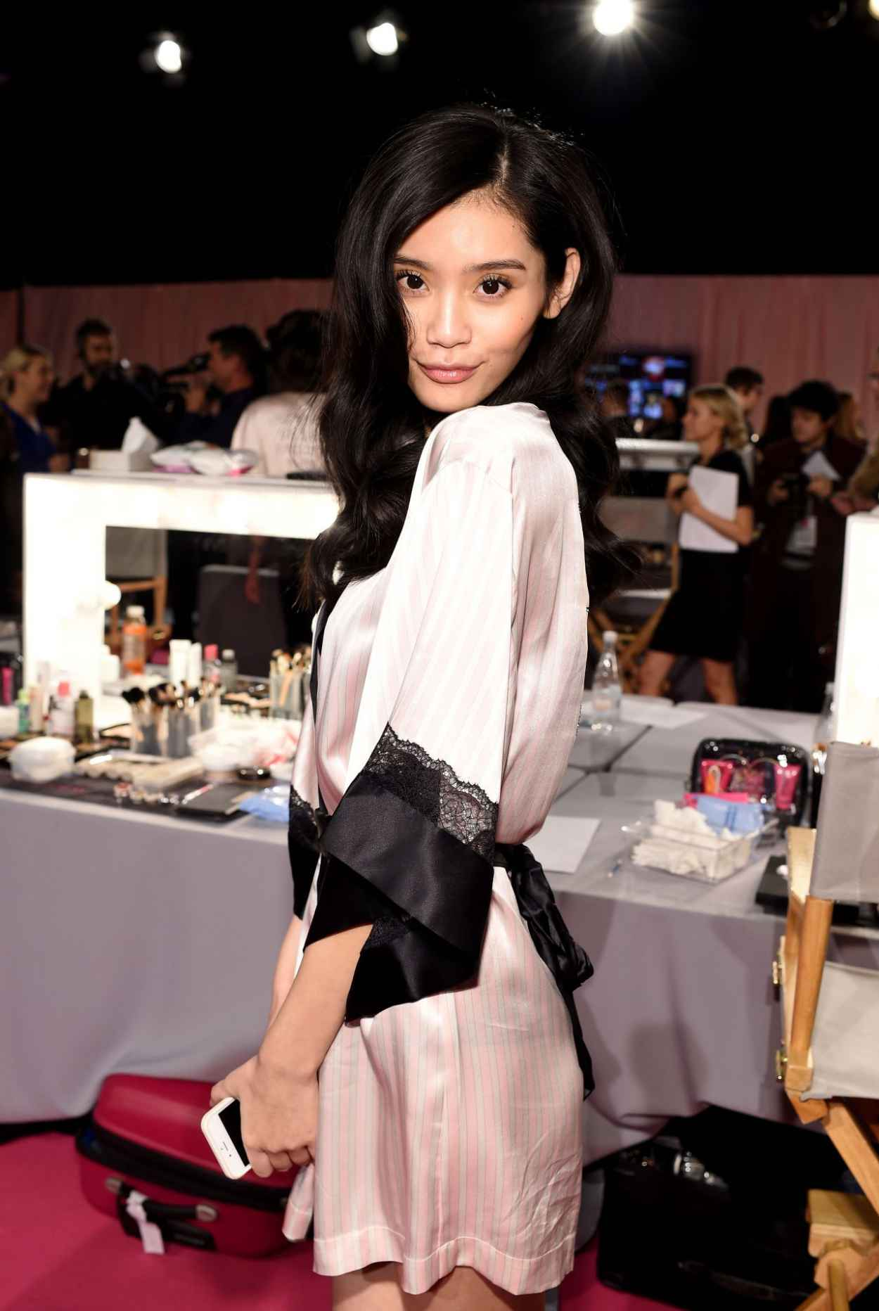 Ming Xi - 2015 Victoria-s Secret Fashion Show in London - Hair And Makeup