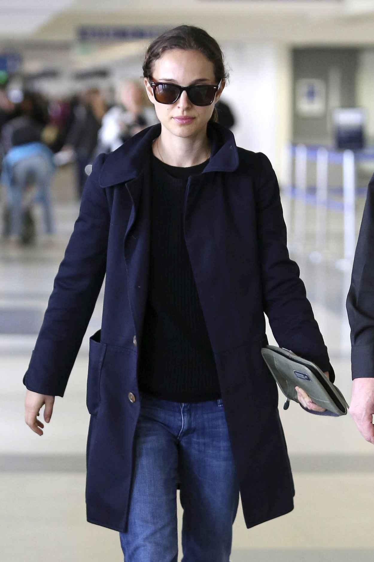Natalie Portman Street Style - at LAX Airport - November 2015-1