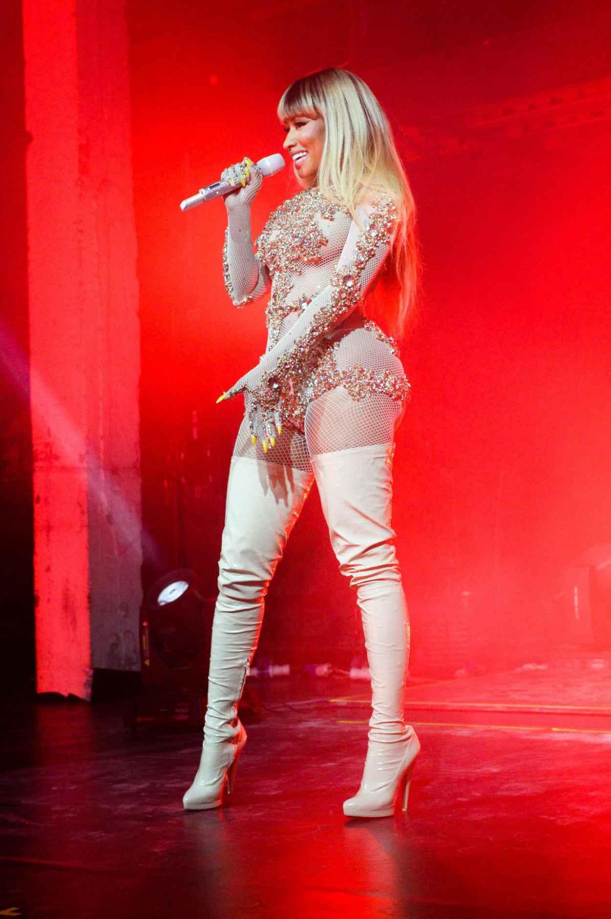 Nicki Minaj - Preforming at the Givenchy Party - Milan Fashion Week S/S 2016-4