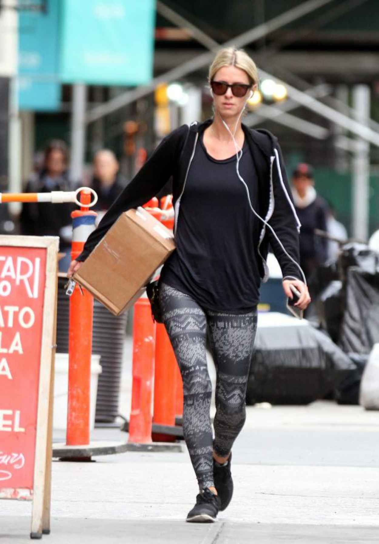 Nicky Hilton Carries a Package - Returns Home From the Gym, October 2015-1