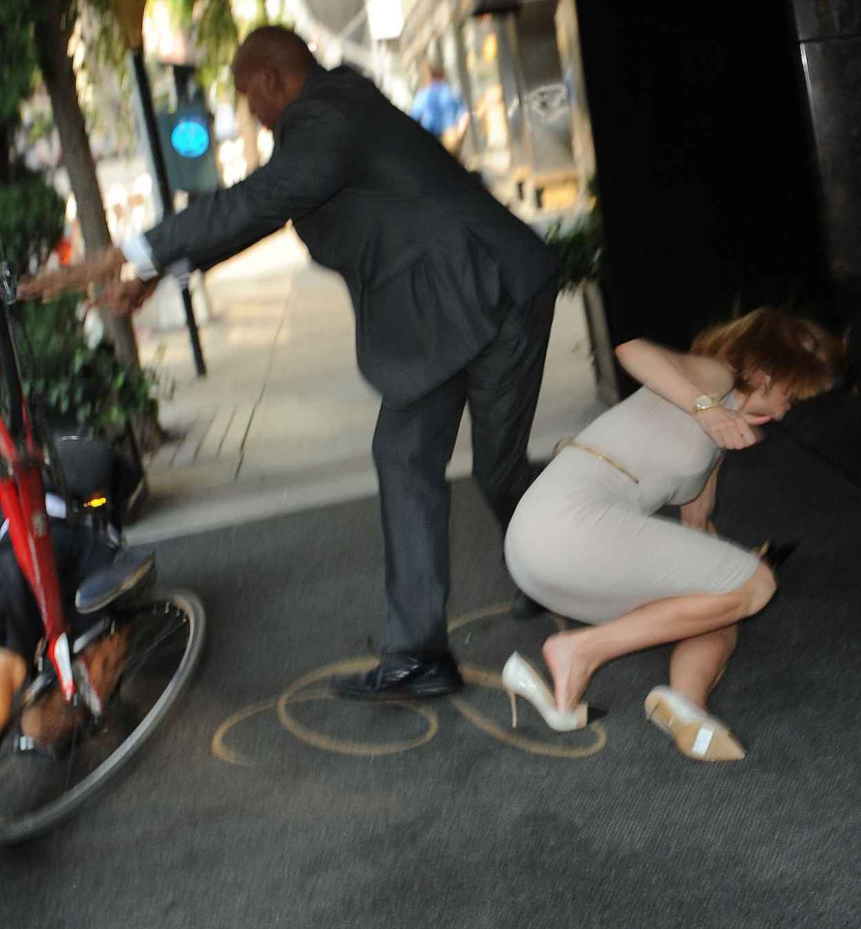 Nicole Kidman - Knocked down by Photographer on Bicycle - September 2015-1