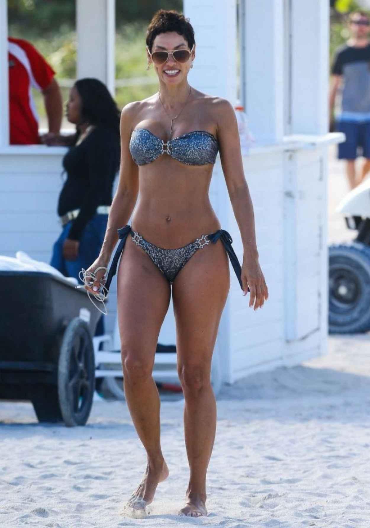 Nicole Murphy Bikini Candids - Miami, March 2015-1