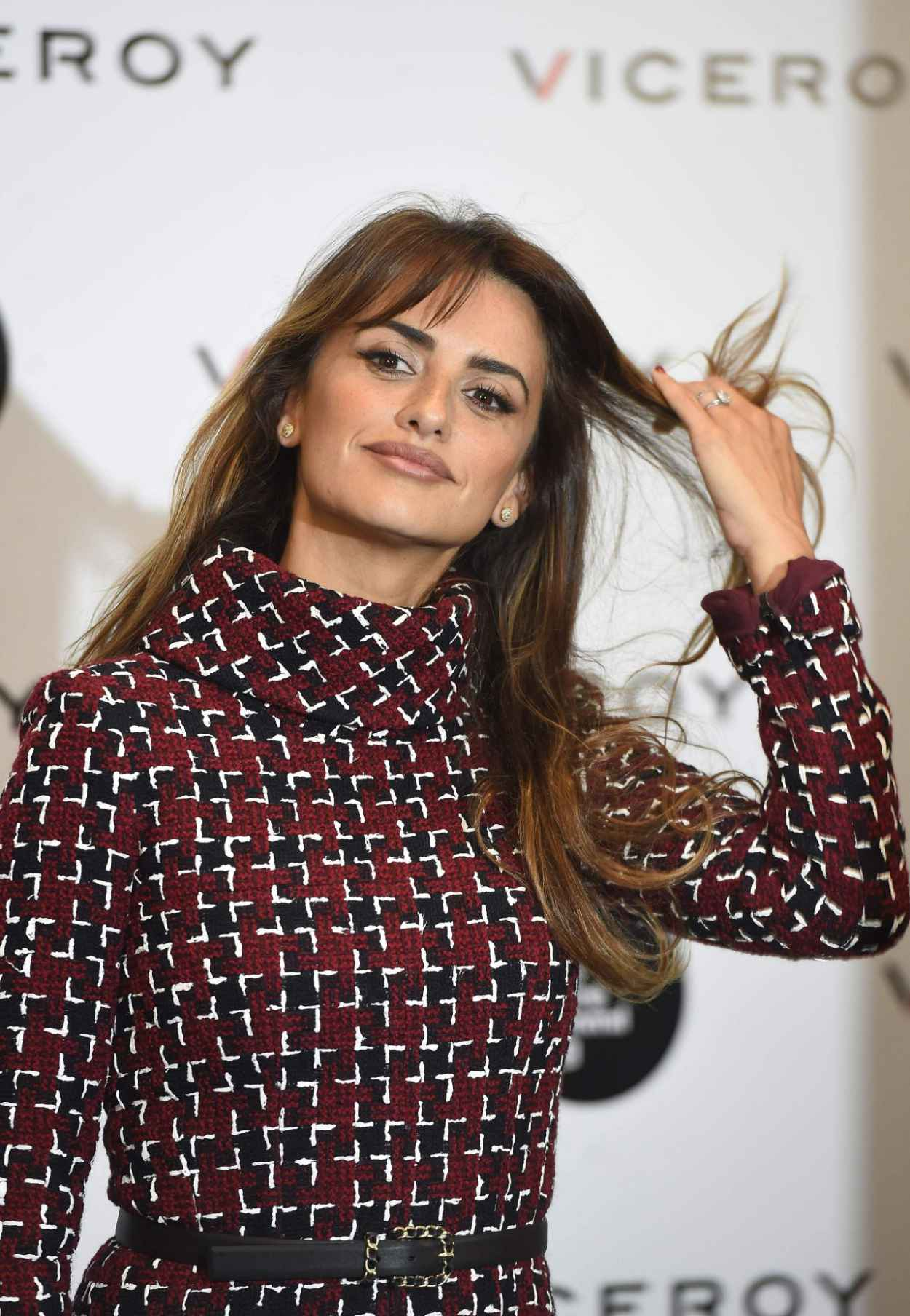 Penelope Cruz - Unoentrecienmil Presentation for Viceroy in Madrid, October 2015-2