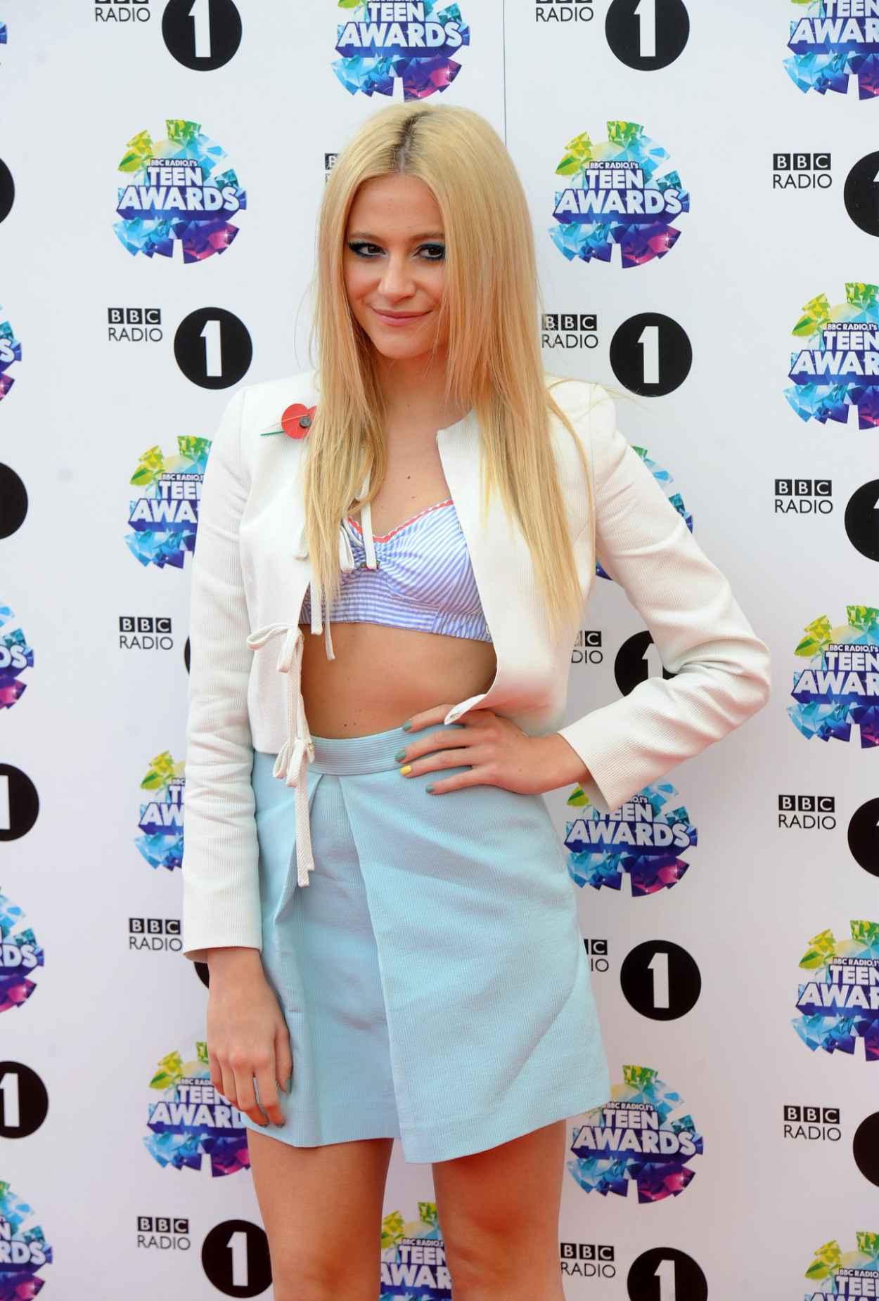 Pixie Lott on Red Carpet - BBC Radio 1 Teen Awards in London-3