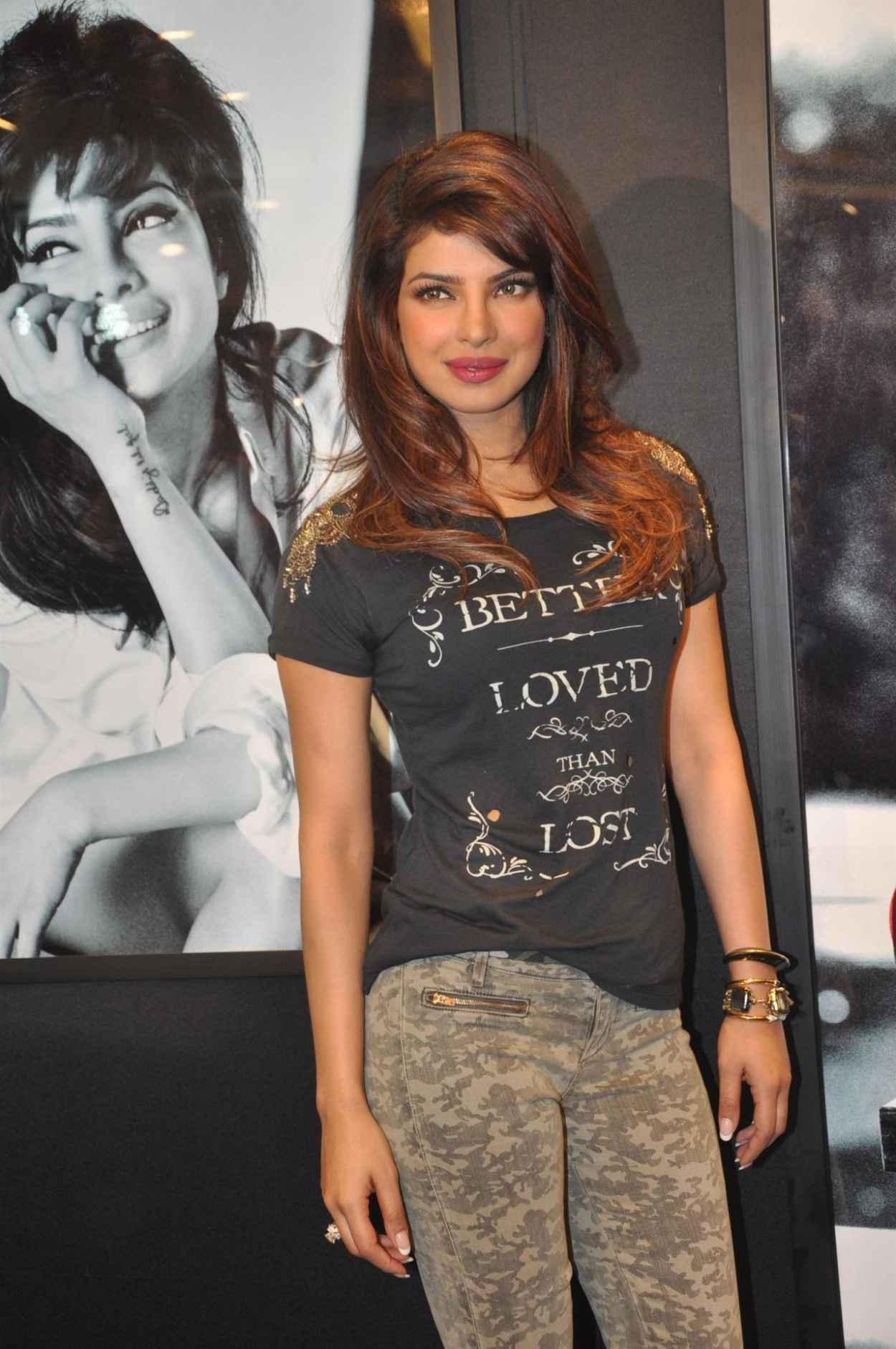Priyanka Chopra Hi-Res Photos - GUESS Holiday Campaign Unveiling in Mumbai - Novermber 2015-1