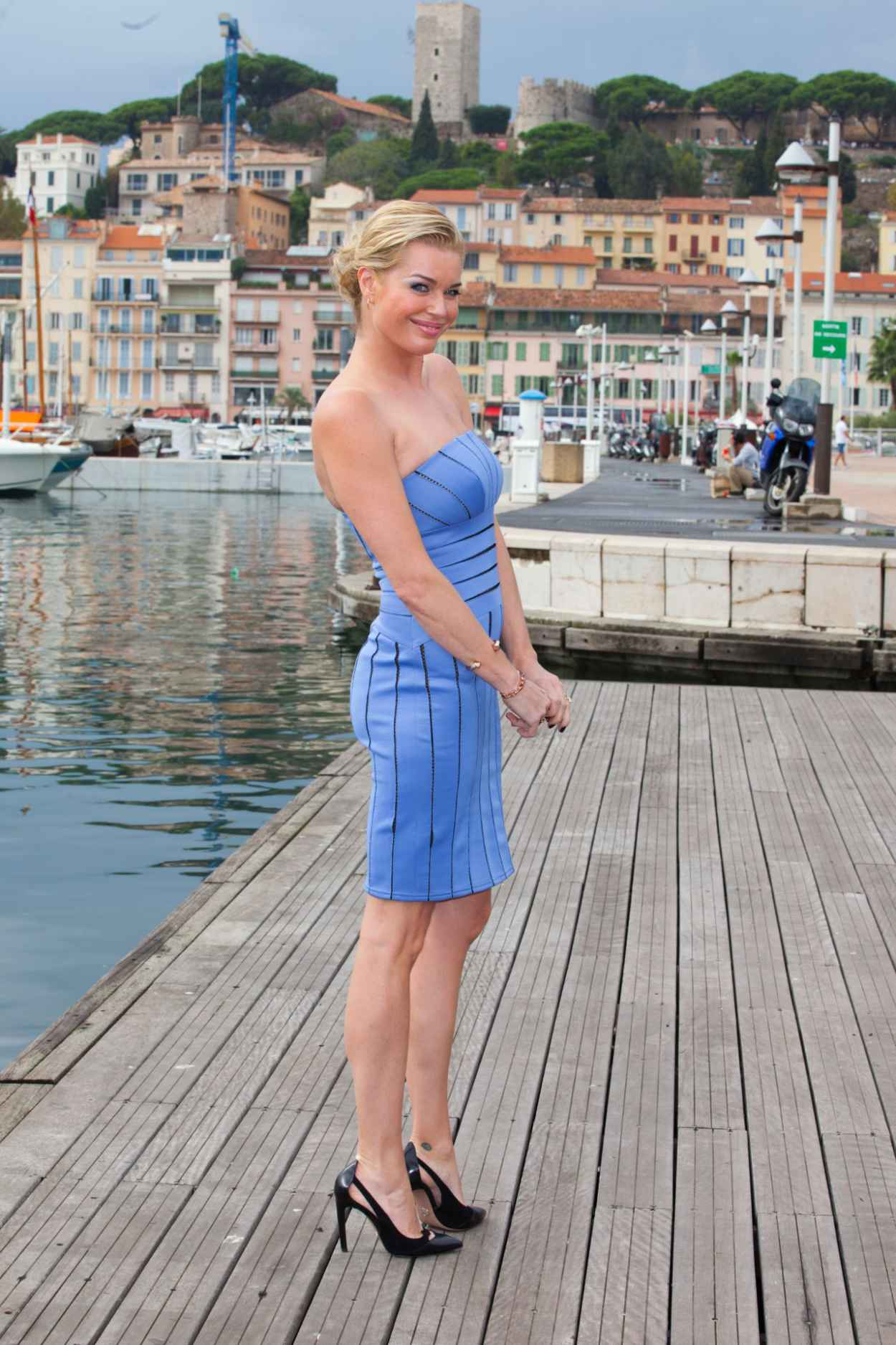 Rebecca Romijn - -The Librarians- Photocall - 2015 MIPCOM Festival in France-1