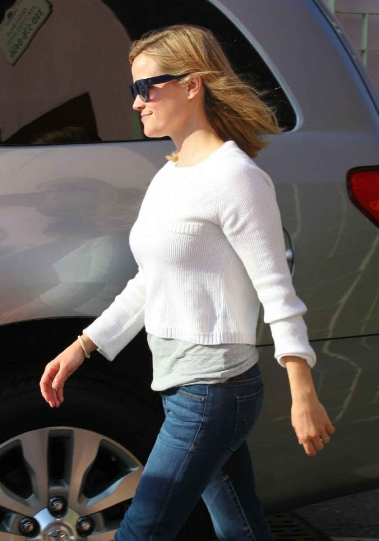 Reese Witherspoon in a Jeans - at The Ivy in Santa Monica-1