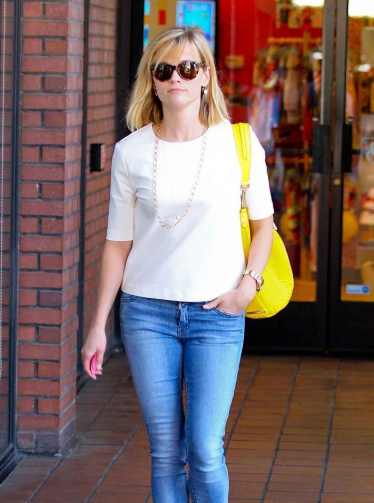 Reese Witherspoon in Jeans, Out for Lunch In Brentwood - February 2015-1