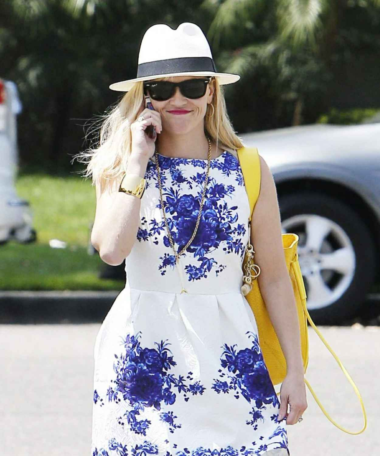 Reese Witherspoon in Summer Dress - Visiting a Salon in Los Angeles - August 2015-1