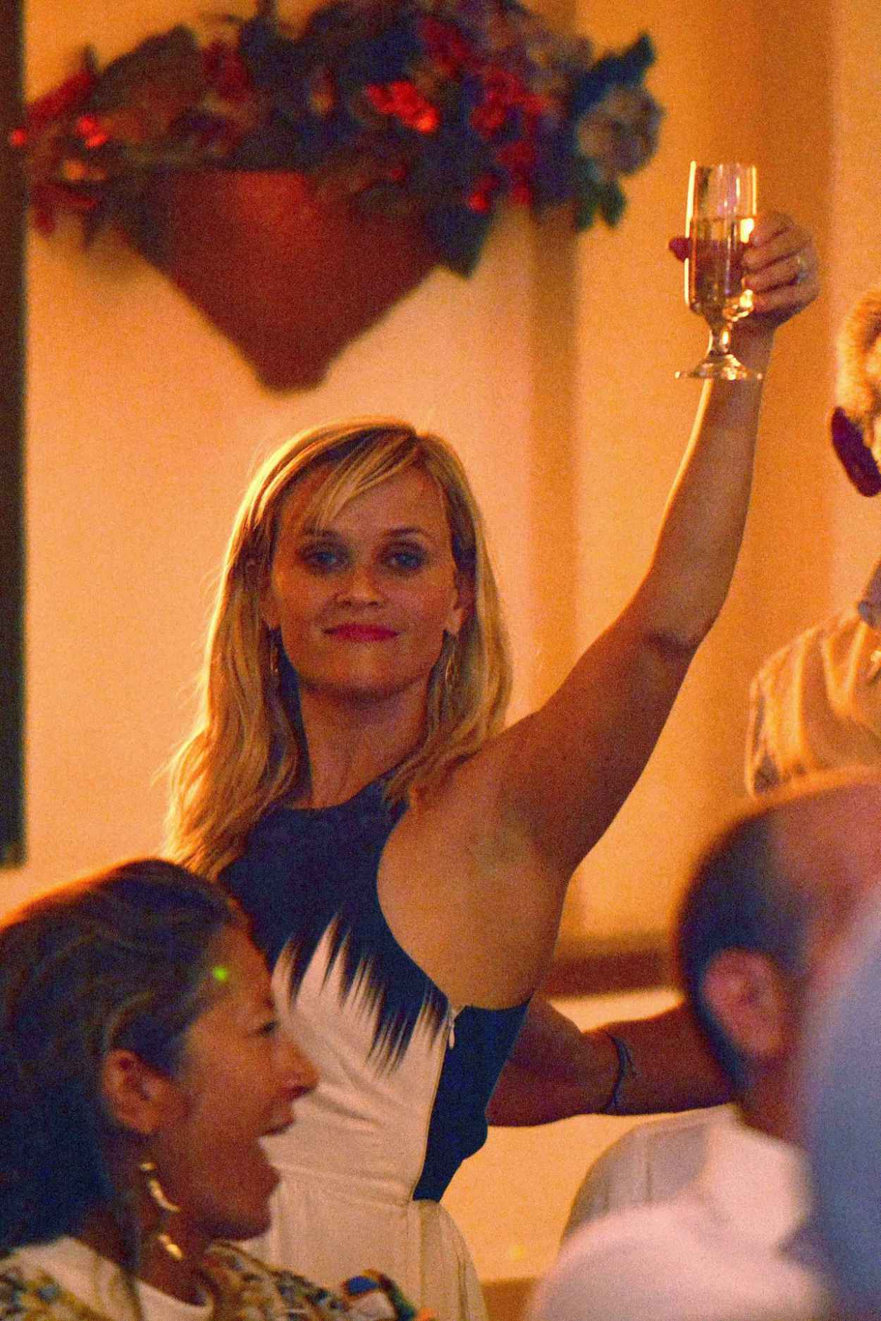 Reese Witherspoon Parties it up - Capri (Italy), August 2015-1