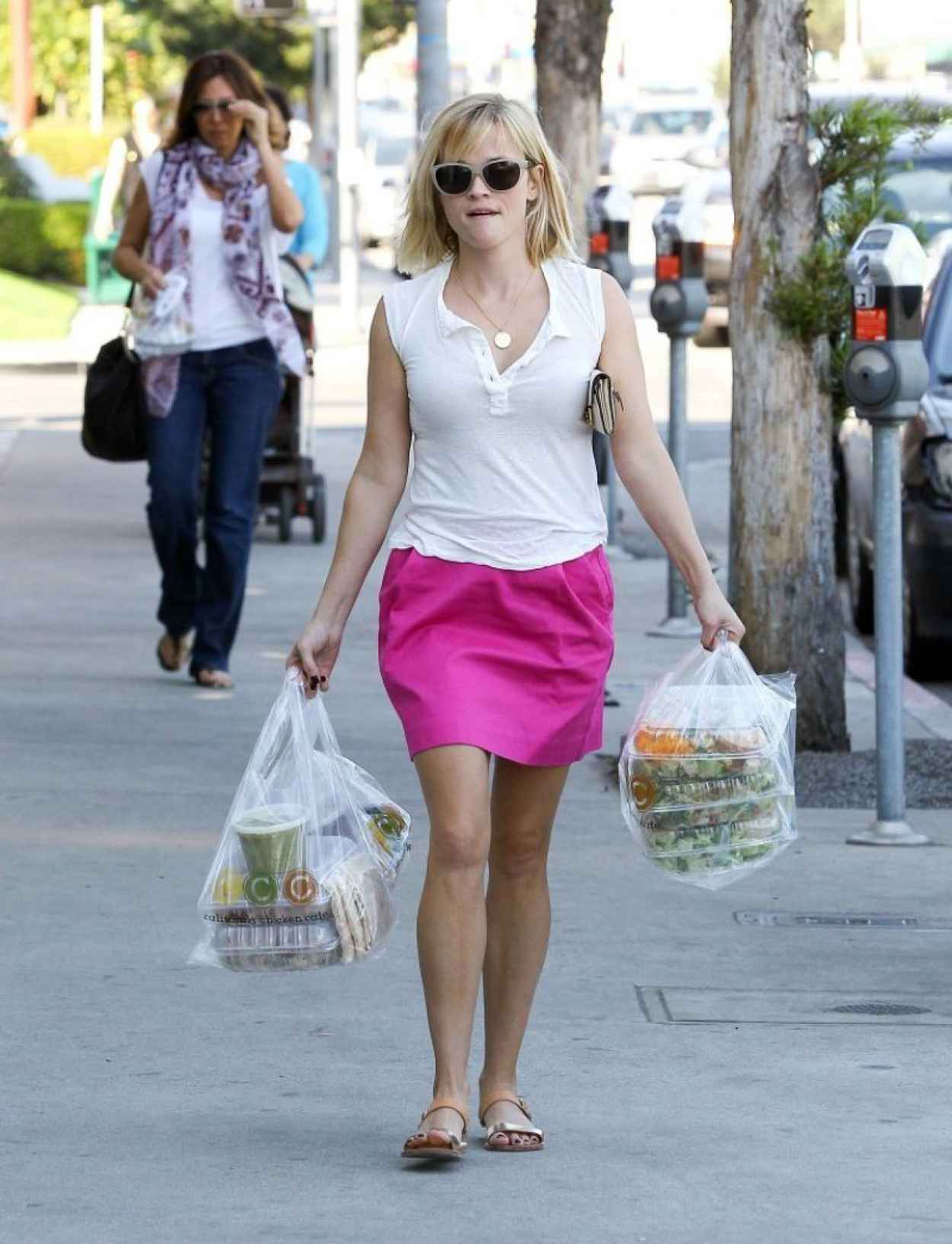 Reese Witherspoon Street Style - Brentwood, January 2015-1