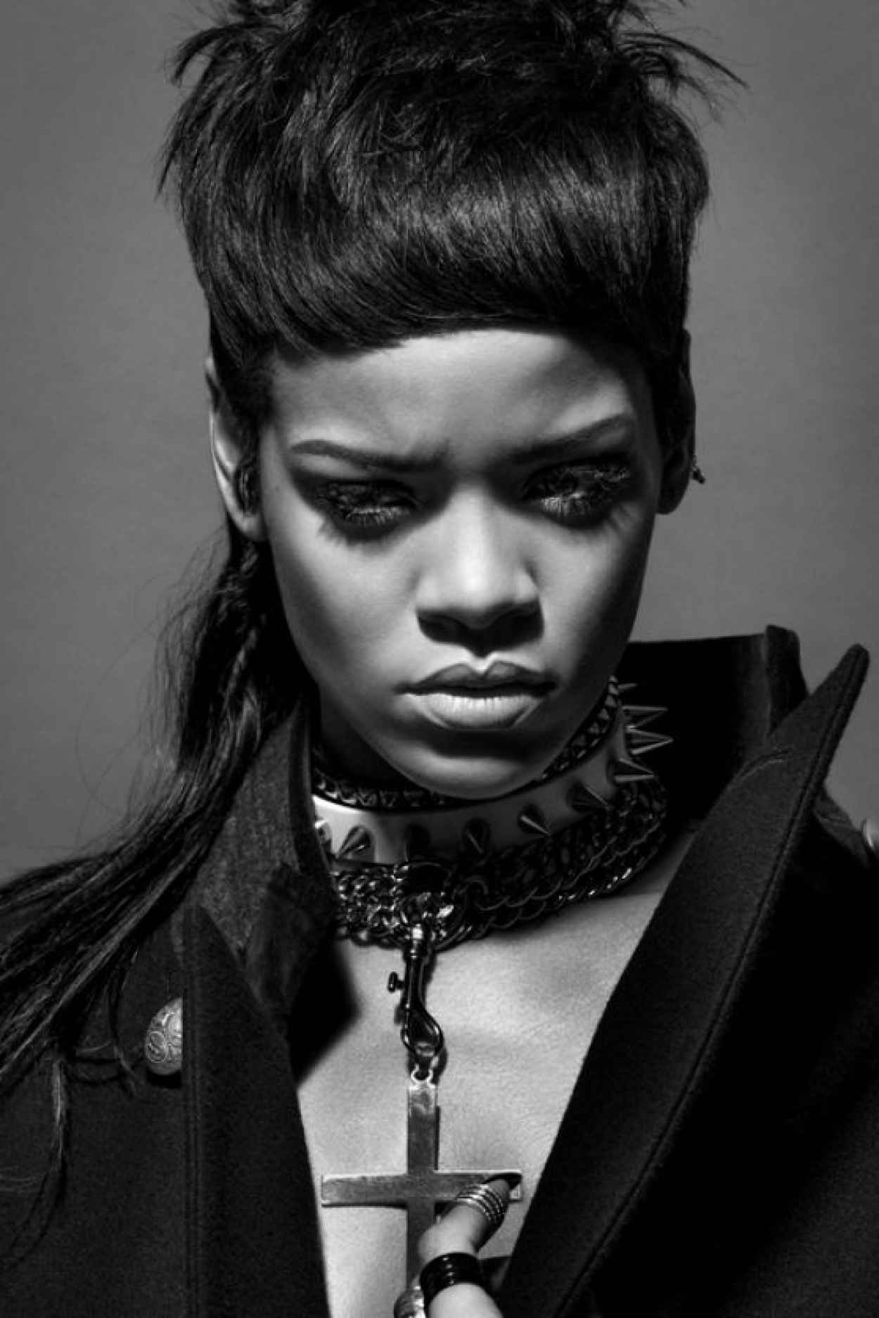 Rihanna Photoshoot for 032C Magazine Winter 2015/2014-1