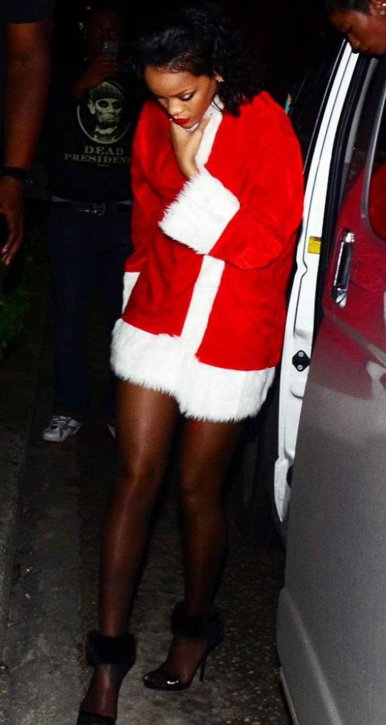 Rihanna - Priva Barbados Lounge and Night Club, Holetown, Barbados - December 2015-2