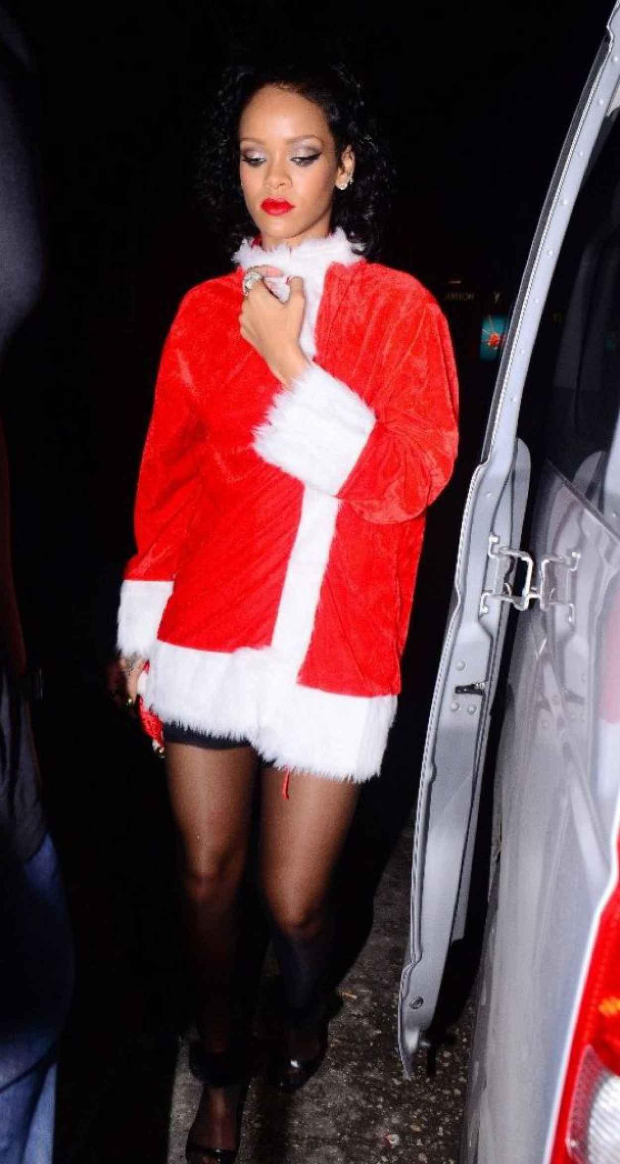 Rihanna - Priva Barbados Lounge and Night Club, Holetown, Barbados - December 2015-1