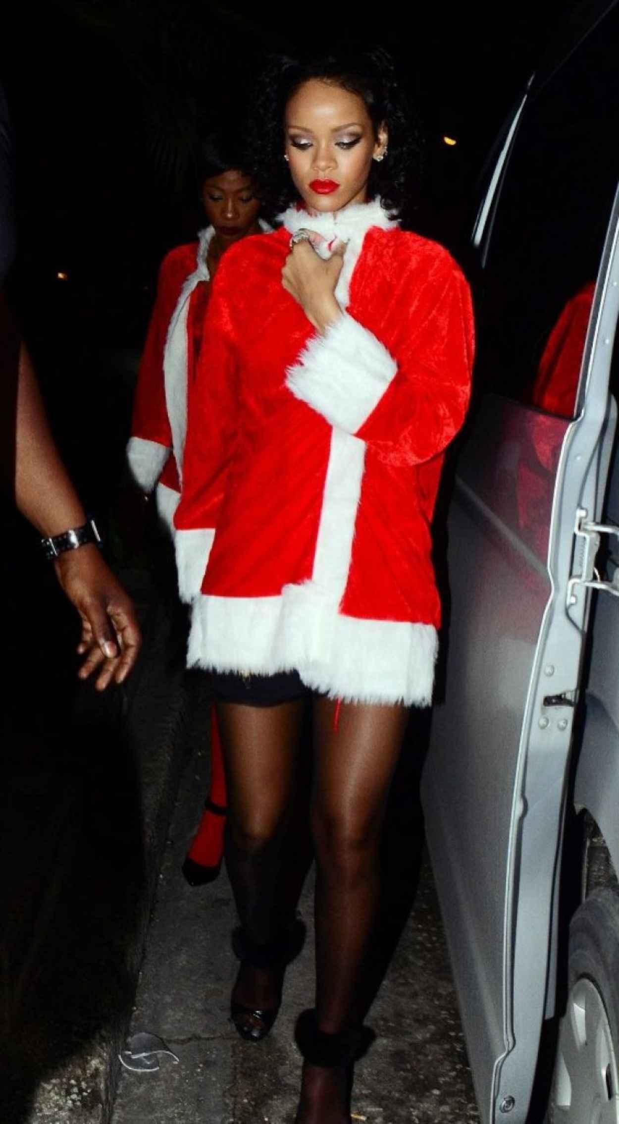 Rihanna - Priva Barbados Lounge and Night Club, Holetown, Barbados - December 2015-4