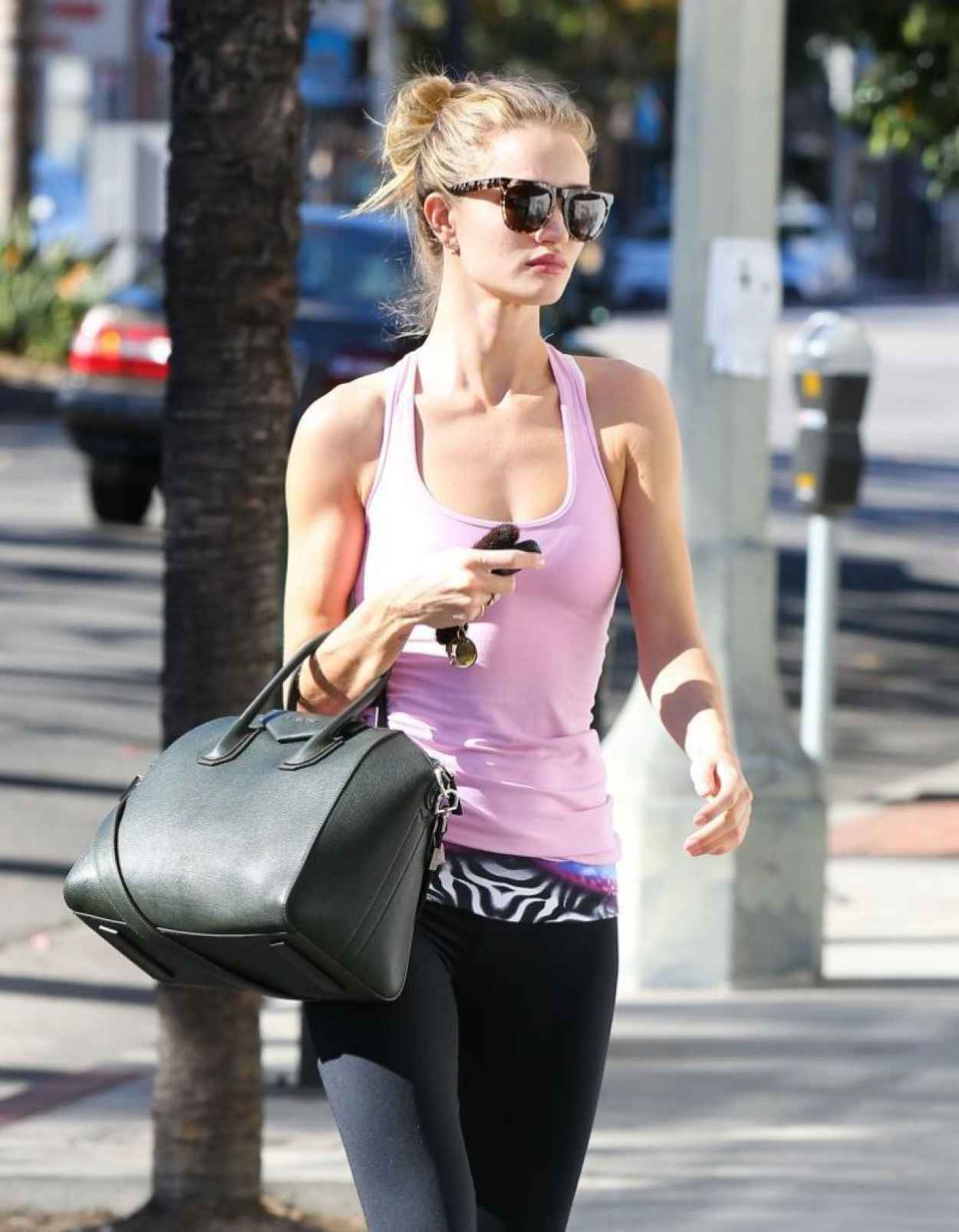Rosie Huntington-Whiteley Gym Style - Arriving at the Gym in Los Angeles-1