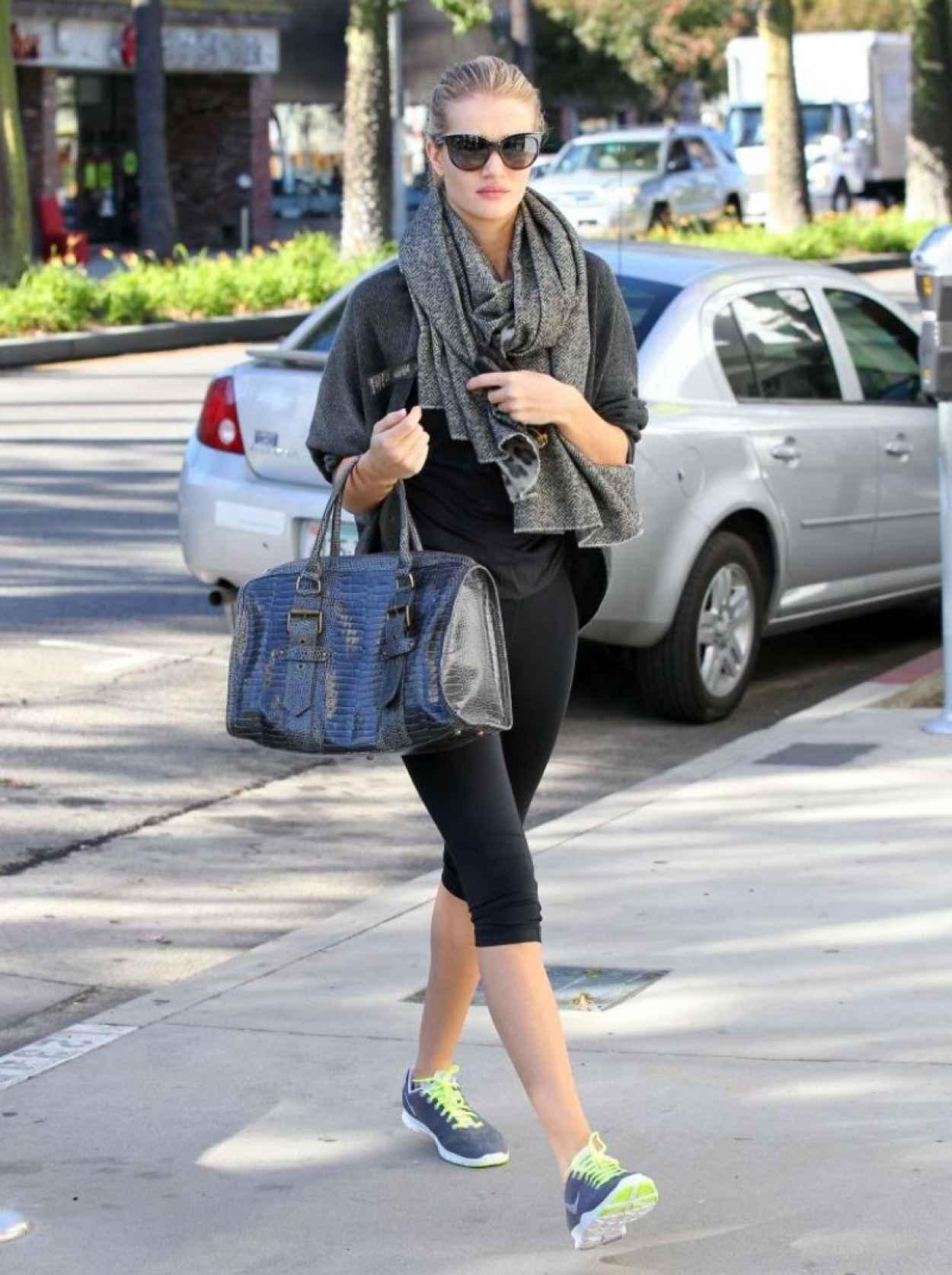 Rosie Huntington-Whiteley Street Style - Heads to the Gym-2