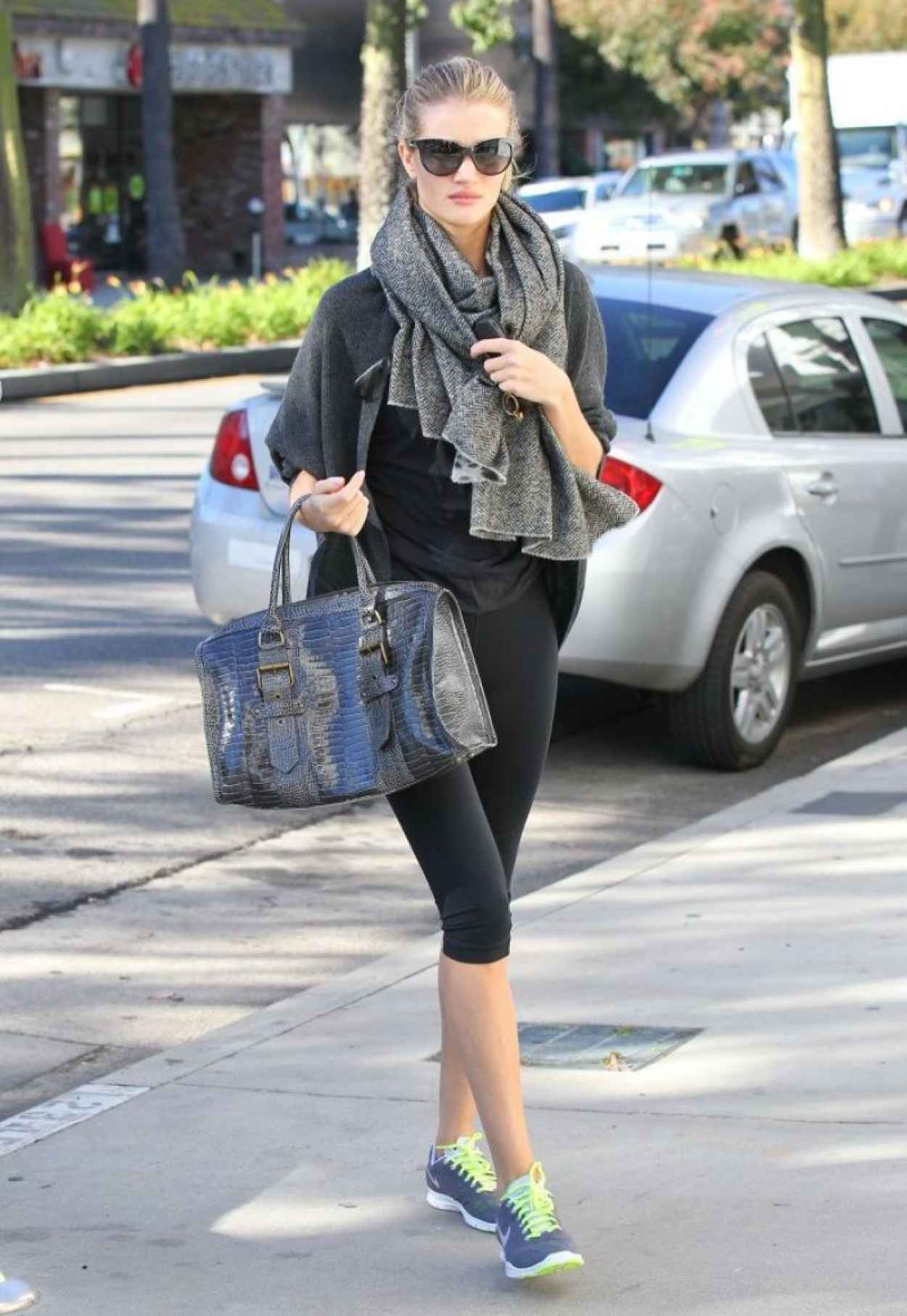 Rosie Huntington-Whiteley Street Style - Heads to the Gym-4