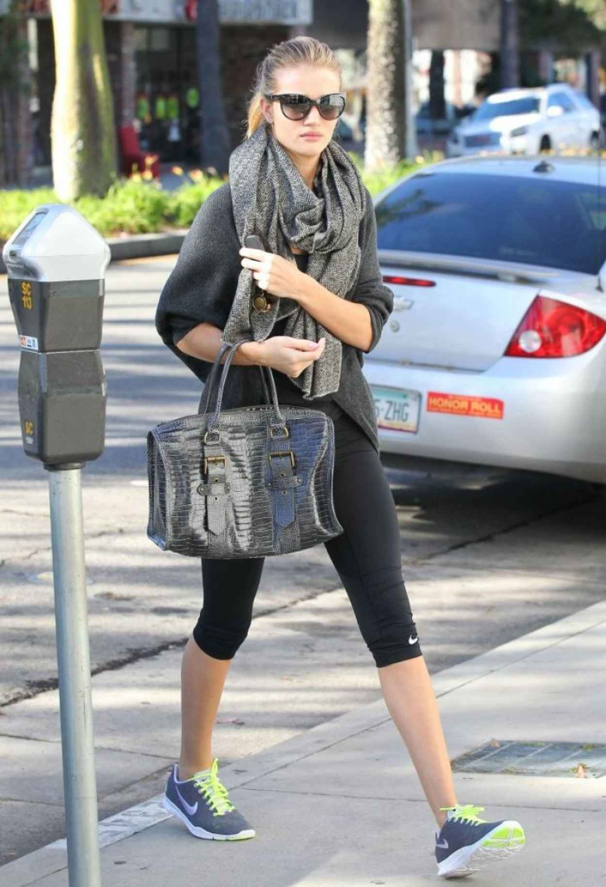 Rosie Huntington-Whiteley Street Style - Heads to the Gym-5