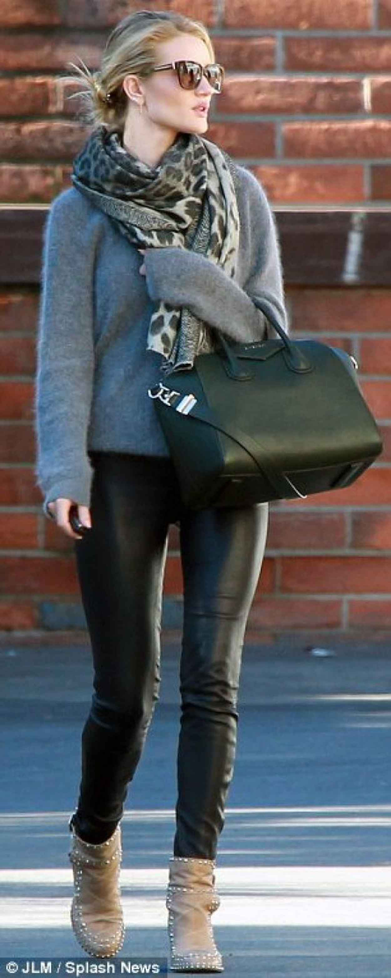 Rosie Huntington-Whiteley Street Style - Out for Shopping in Hollywood - December 2015-1