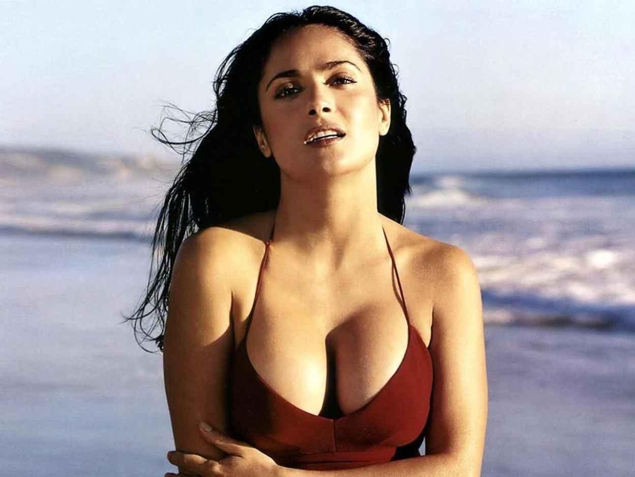 Salma Hayek Hot in Bikini (+2 GIFs)-1