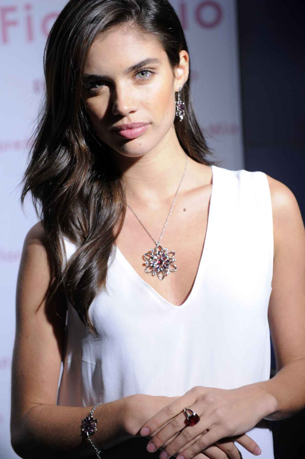 Sara Sampaio in Italy - Morellato FioreMio Jewelry Photocall in Milan-1