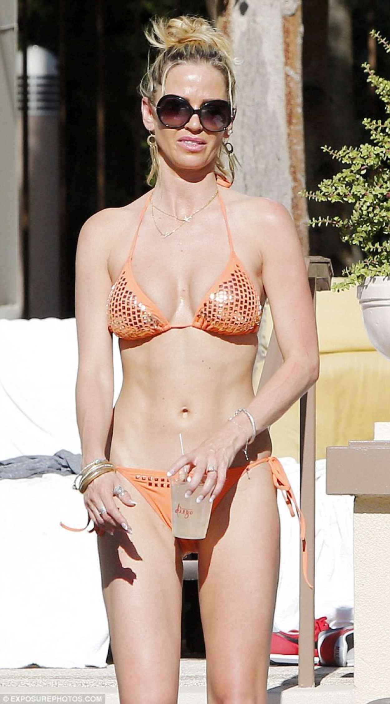 Sarah Harding in a Bikini - Las Vegas December 2015-1