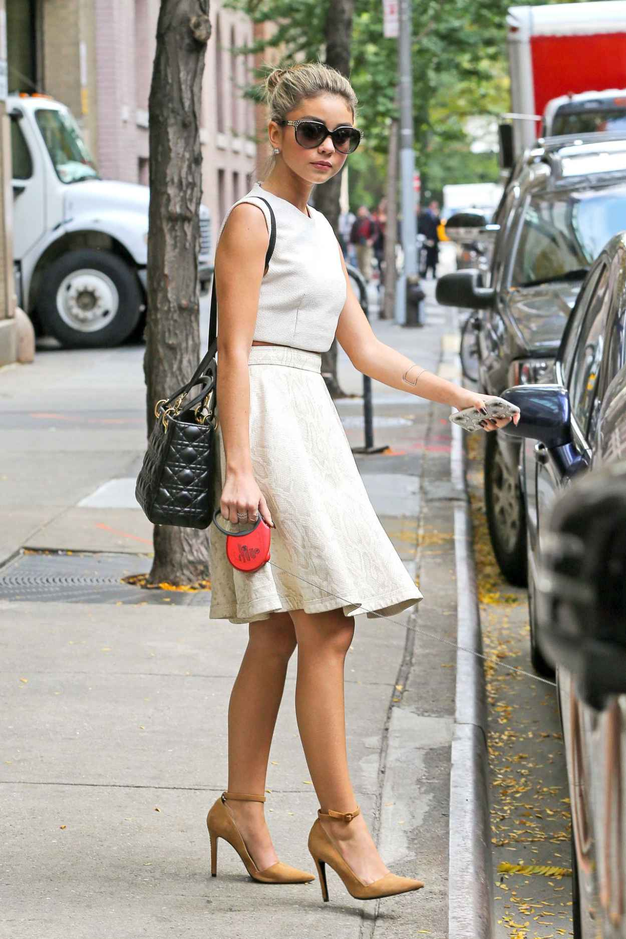Sarah Hyland Style - Out in New York City - October 2015-1