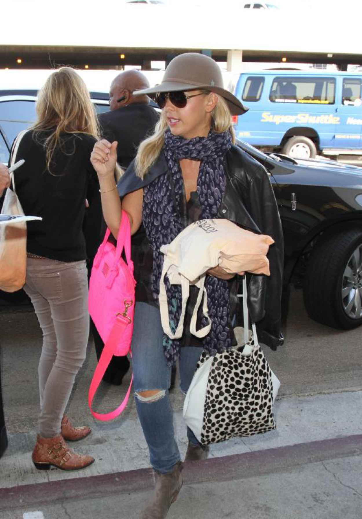 Sarah Michelle Gellar - at LAX Airport, October 2015-1