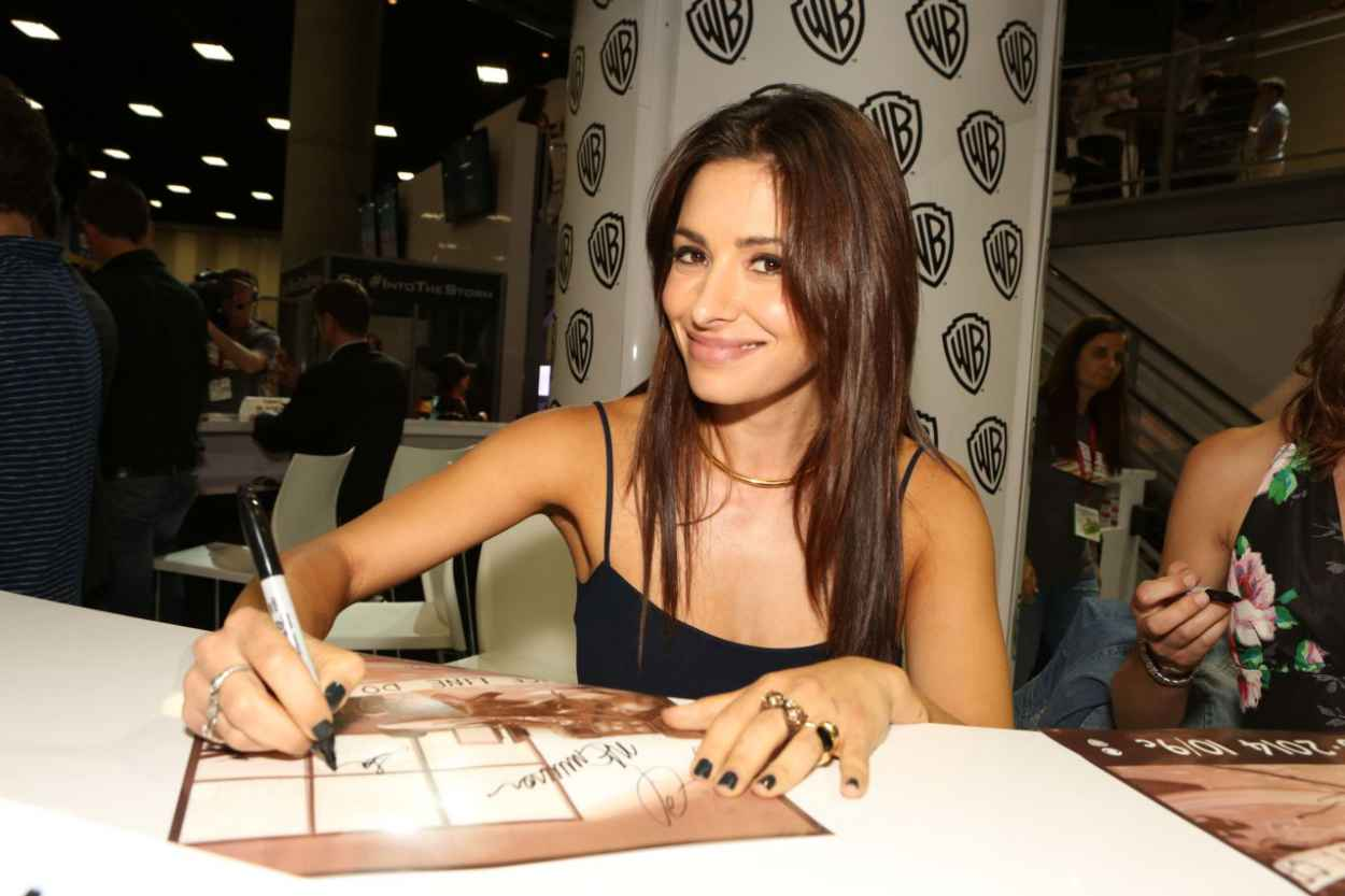 Sarah Shahi - Warner Bros Signing Booth at Comic-Con 2015 in San Diego-1