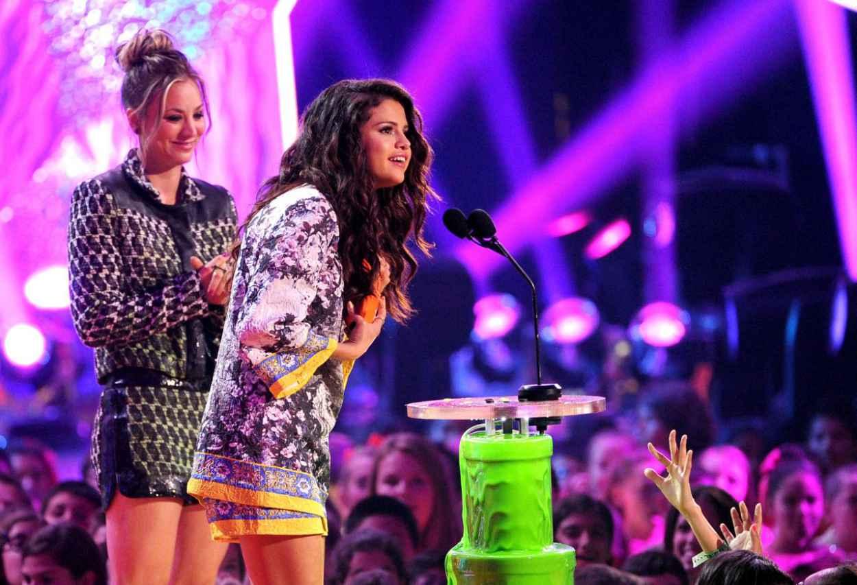 Selena Gomez Kristen Stewart Katy Perry greet the fans