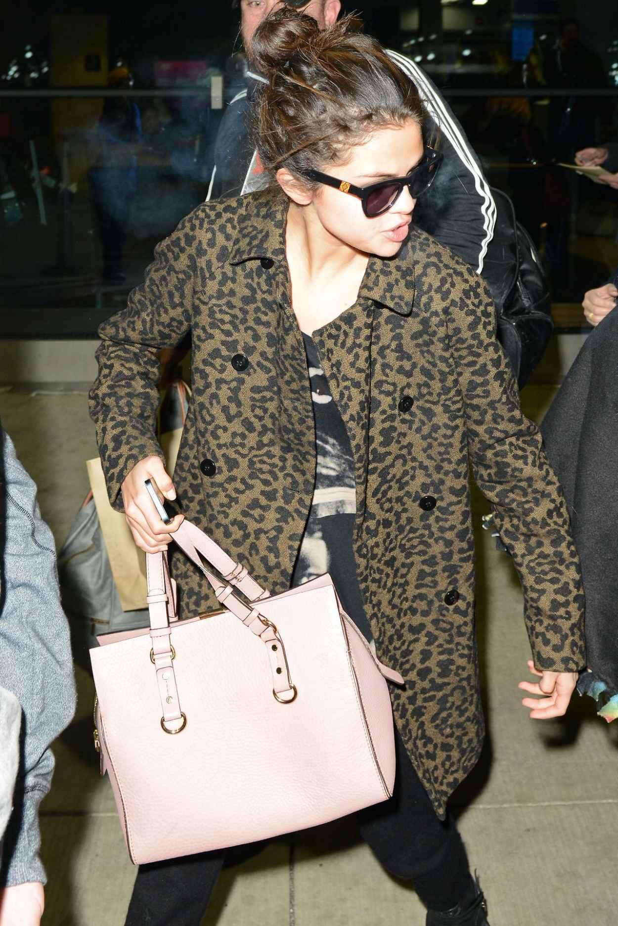 Selena Gomez Street Style - Arriving in Chicago - December 2015-1