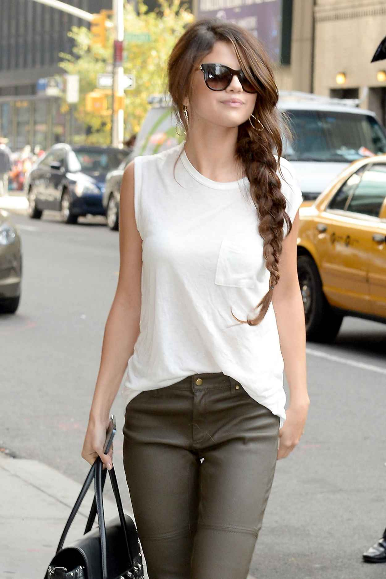 Selena Gomez Street Style - Casual Late Show With David Letterman Arrival-1