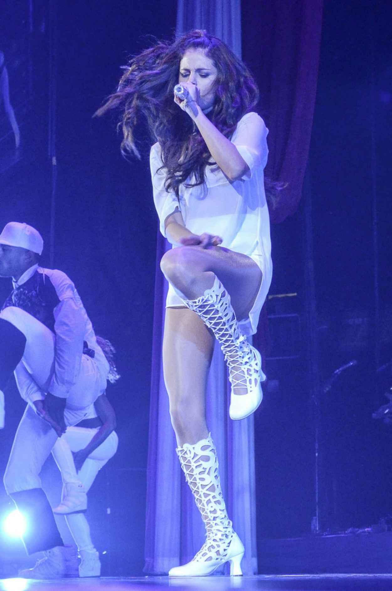 Selena Gomez Washington Concert Pics - Stars Dance-1