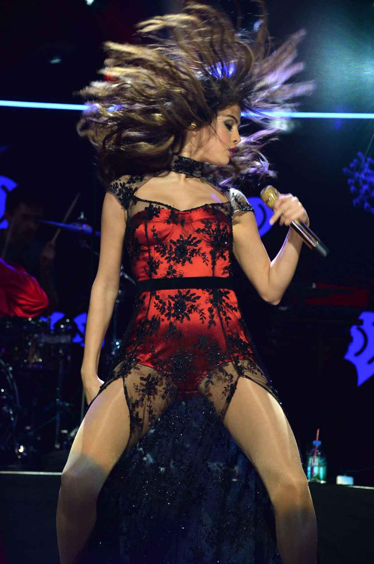 Selena Gomez - Z100-s Jingle Ball in New York City - December 2015-1