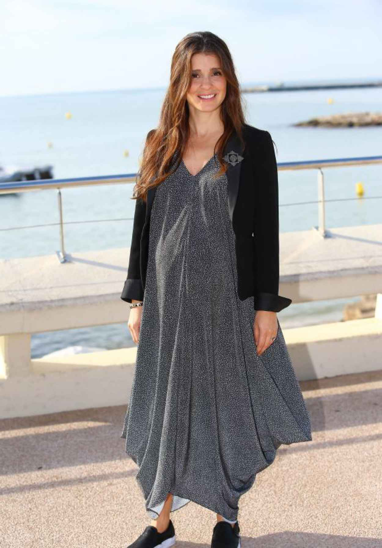 Shiri Appleby - UnREAL Photocall in Cannes-1