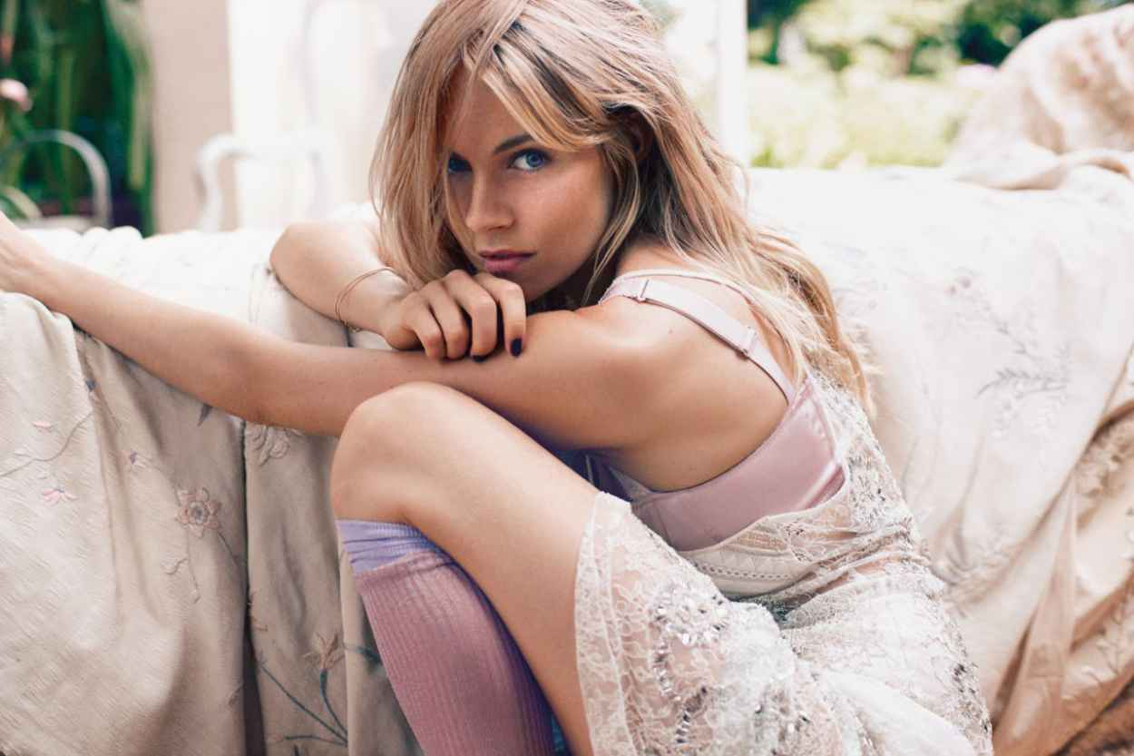 Sienna Miller - ELLE Magazine - November 2015 Issue-1