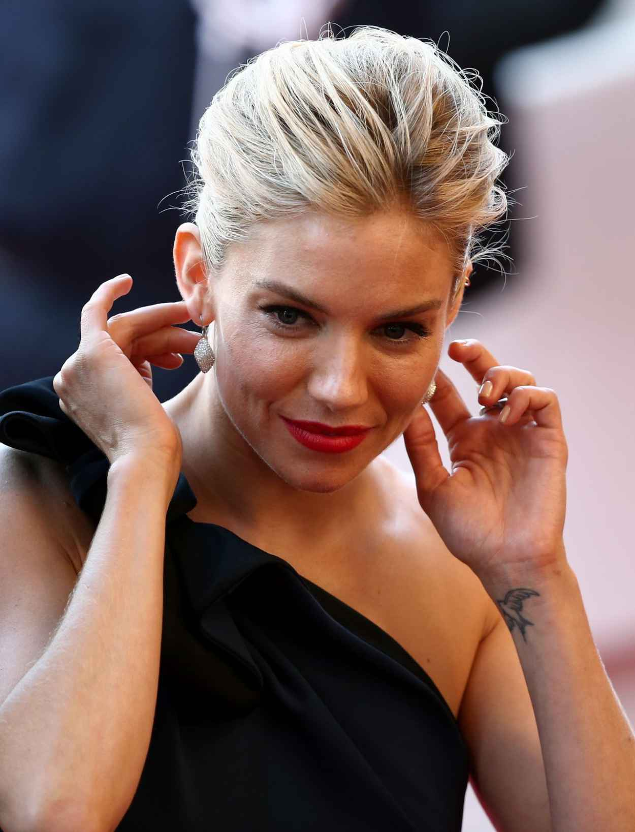 sienna miller la tete haute premiere 2015 cannes film festival. Black Bedroom Furniture Sets. Home Design Ideas