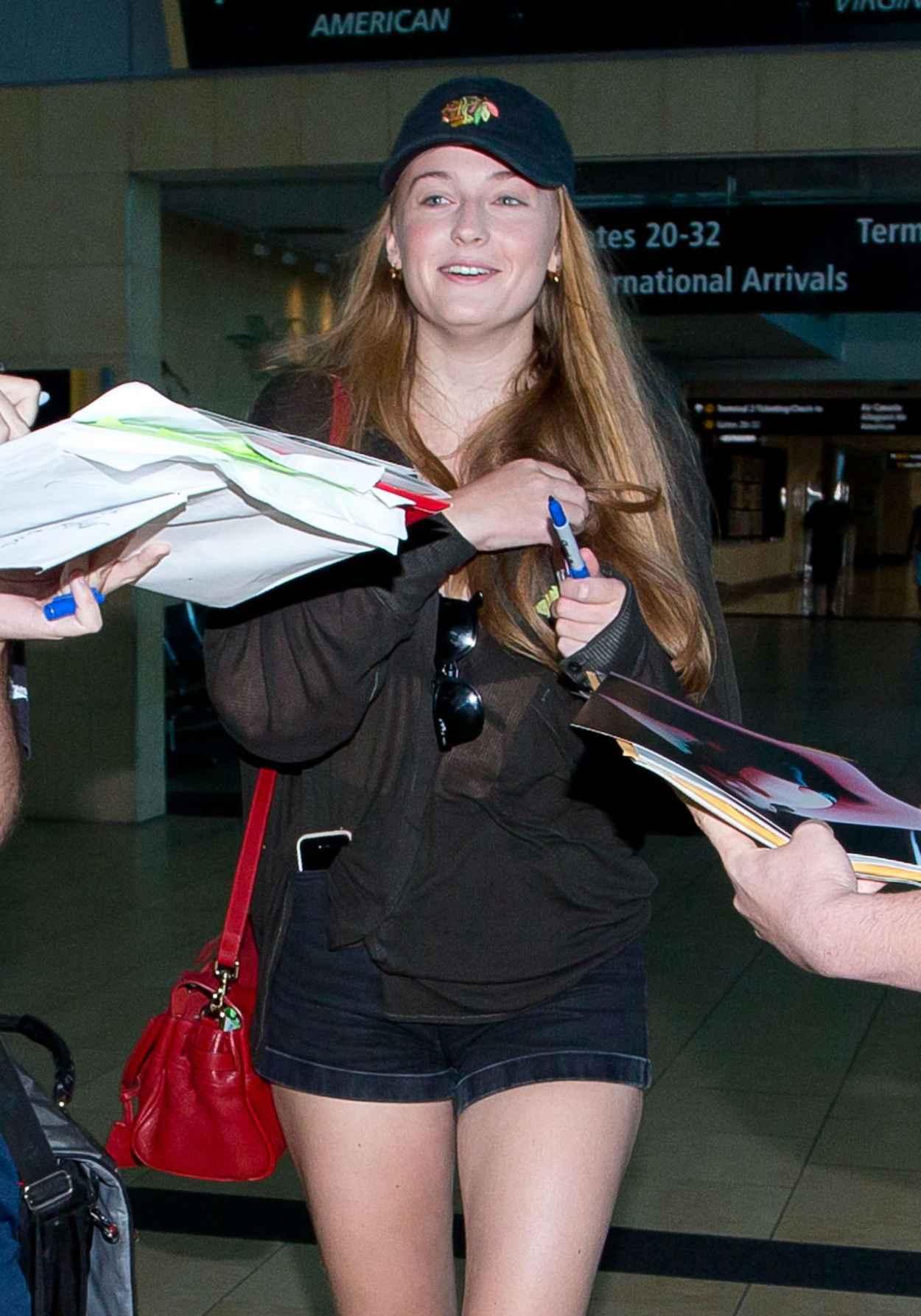 Sophie Turner Arriving at San Diego Airport - July 2015-3