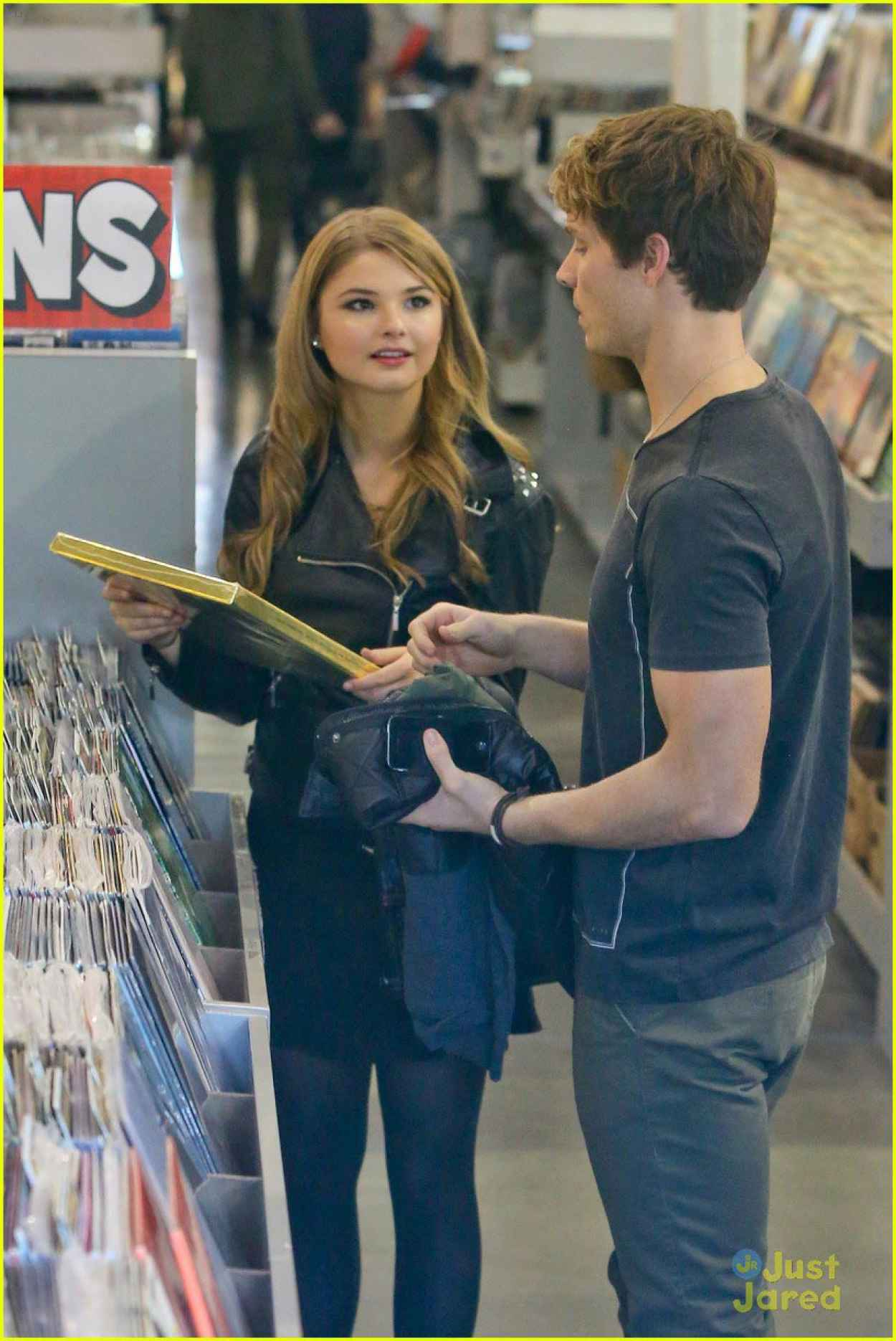 Stefanie Scott Street Style - Amoeba Music Store in Hollywood-1