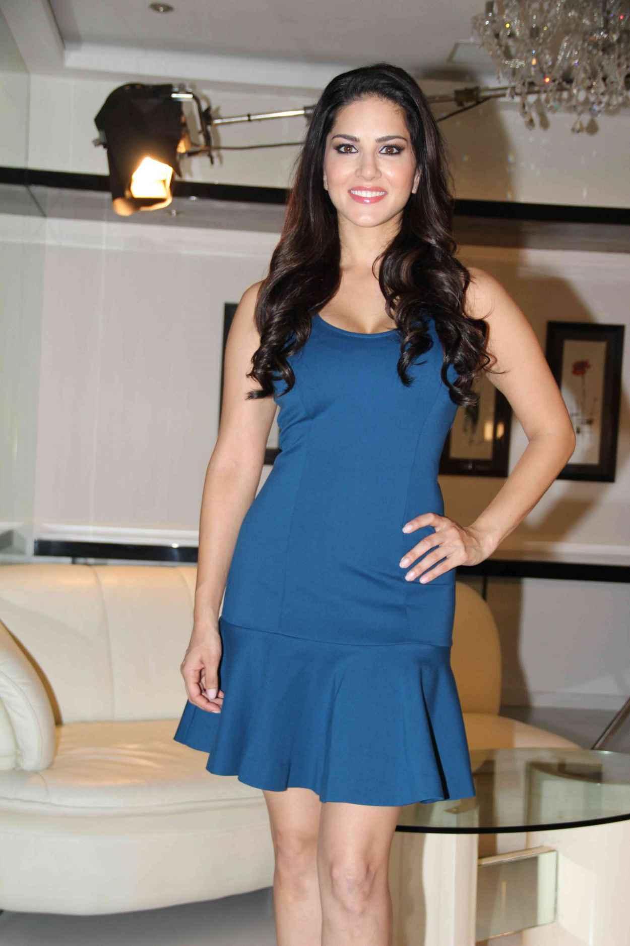 """Sunny Leone Fillming MTV Indias """"Webbed"""" in Mumbai- November 2015-1"""