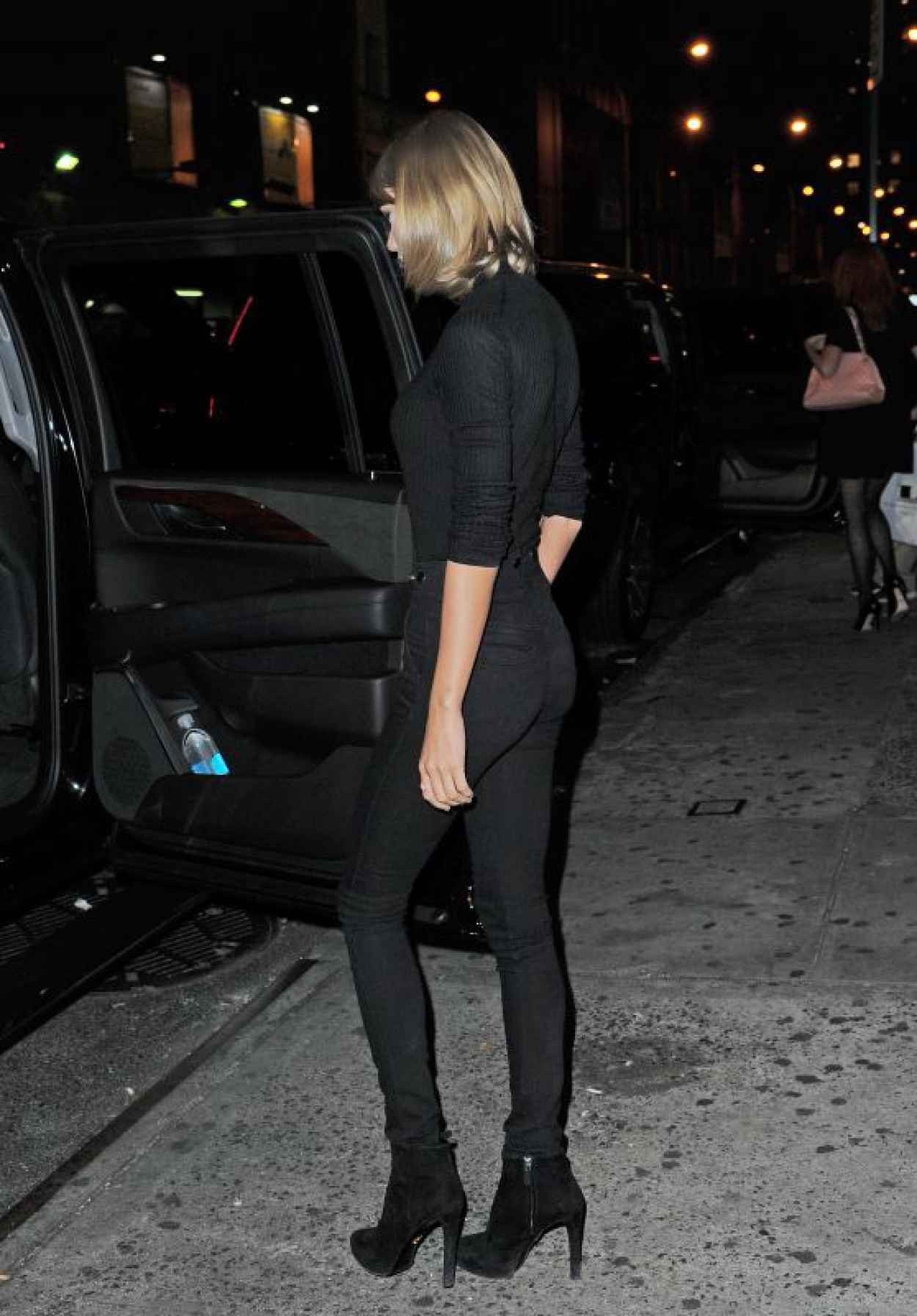 Taylor Swift Booty in Jeans - Out in New York City, October 2015-1