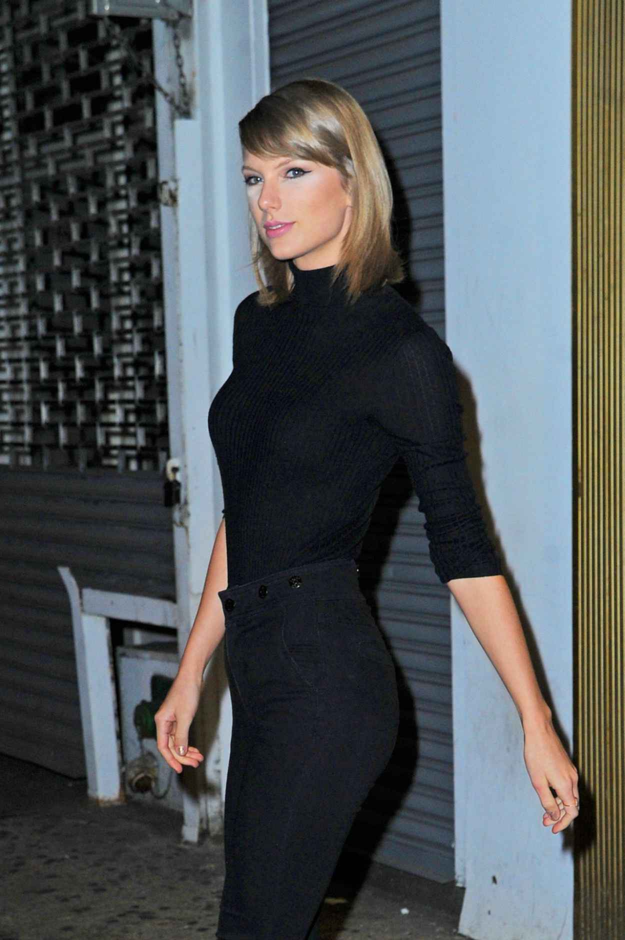 Taylor Swift Booty in Jeans - Out in New York City, October 2015-3