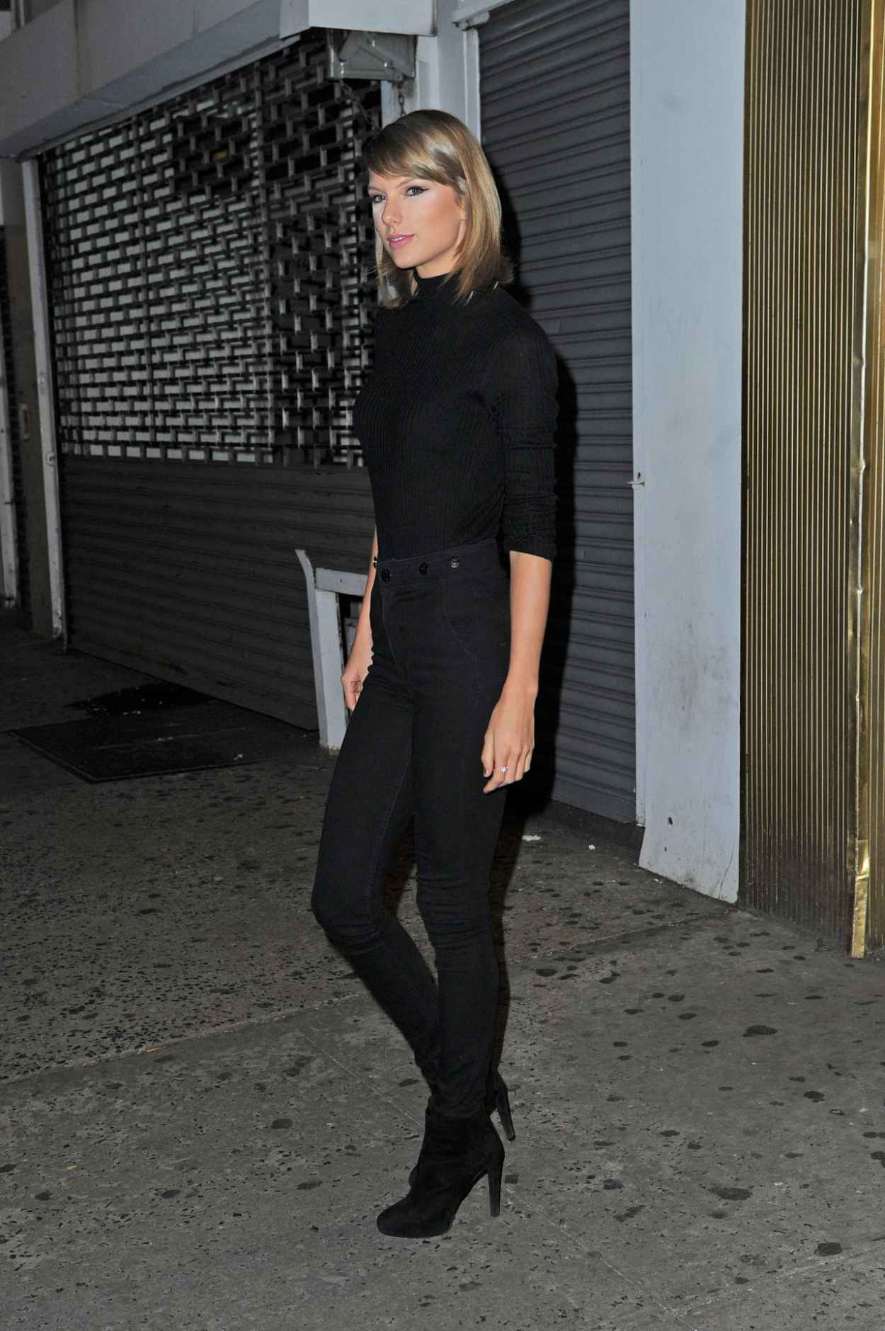Taylor Swift Booty in Jeans - Out in New York City, October 2015-4