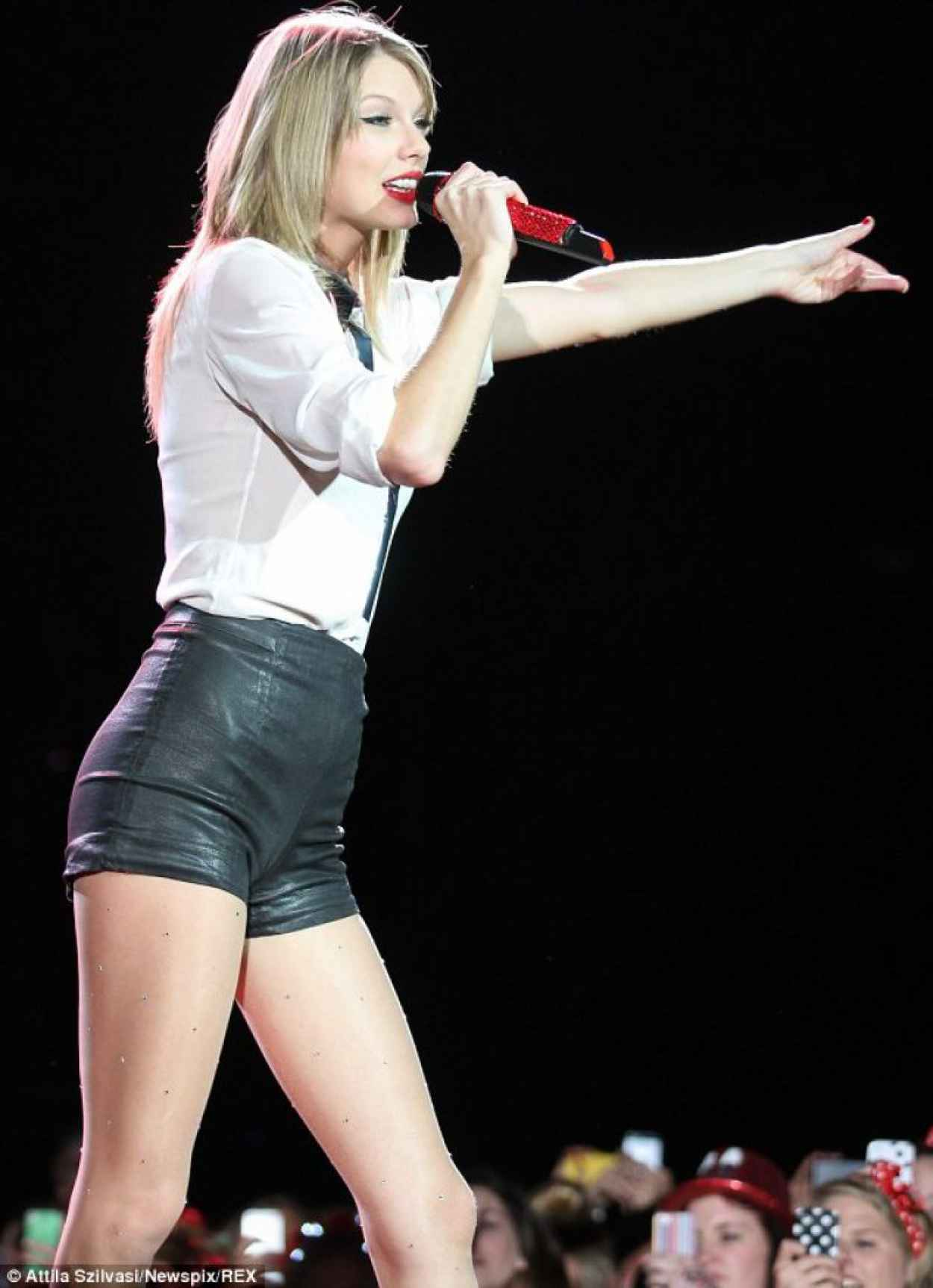 Taylor Swift in Leather Hotpants Performing in Concert in Sydney - December 2015-1