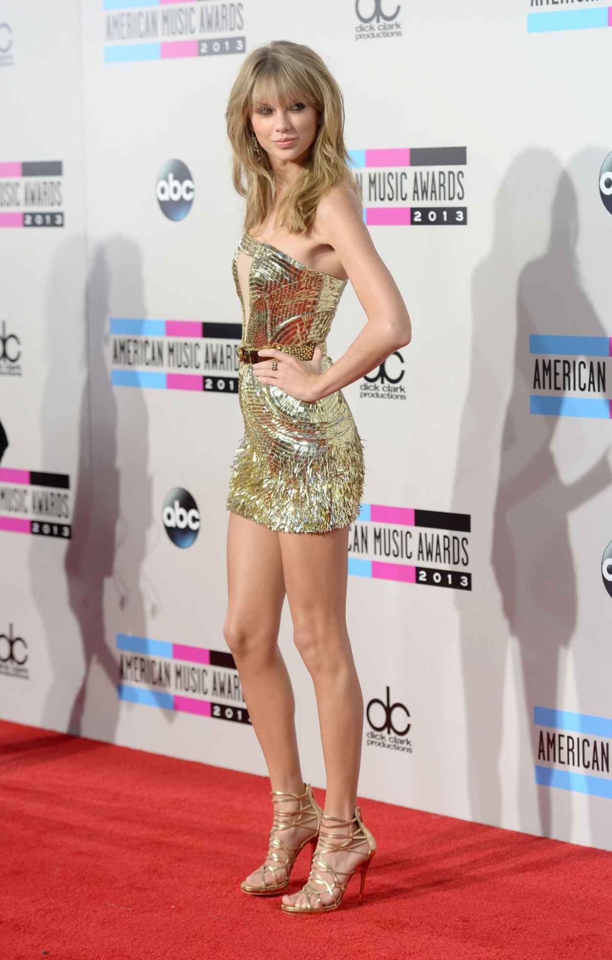 Taylor Swift Looks Hot on Red Carpet - 2015 American Music Awards in Los Angeles-1